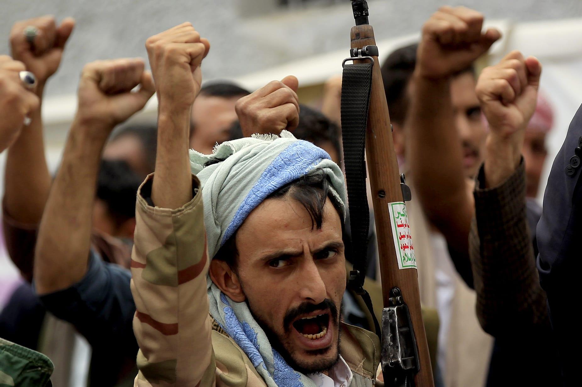 """الأزهر يعلق على منع إقامة صلاة التراويح بقوة السلاح في بعض مناطق اليمن وفرض """"مذهب ديني معين"""""""
