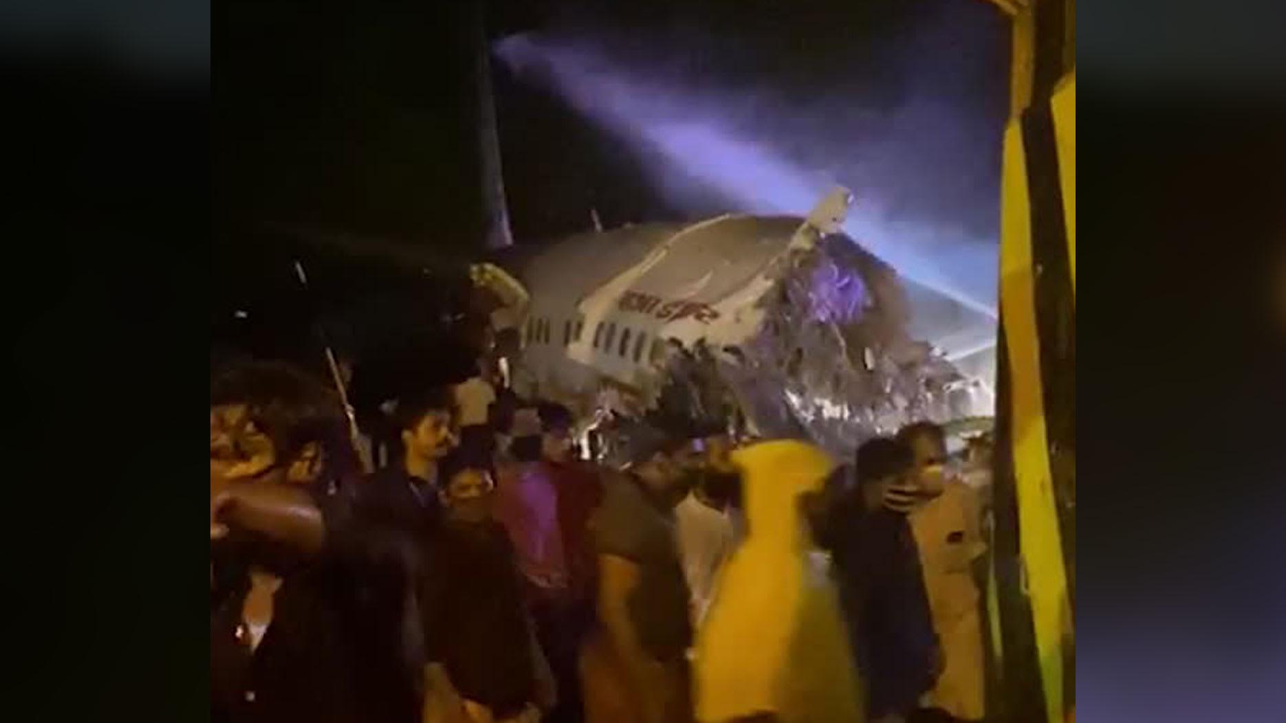 اللحظات الأولى بعد تحطم طائرة الركاب الهندية