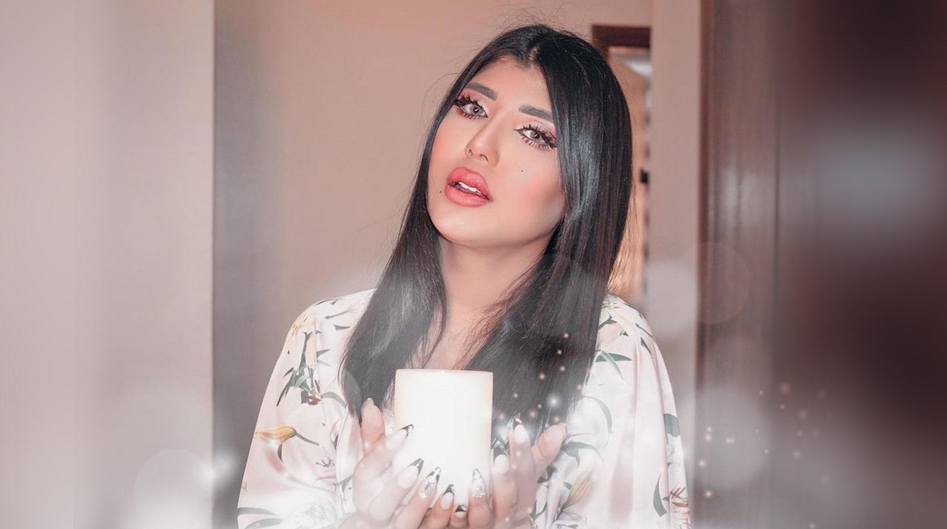 """الفاشينستا الكويتية سارة الكندري باكية: """"قطعتوا رزقي.. والله ما هأعتزل السوشيال ميديا"""""""