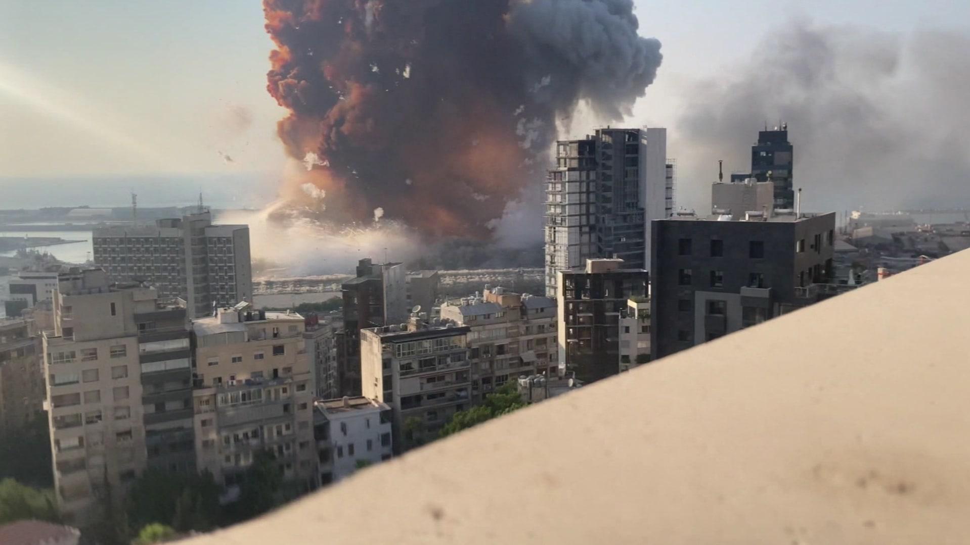 لقطات لم تعرض سابقاً تظهر اللحظة الصادمة لانفجار مرفأ بيروت