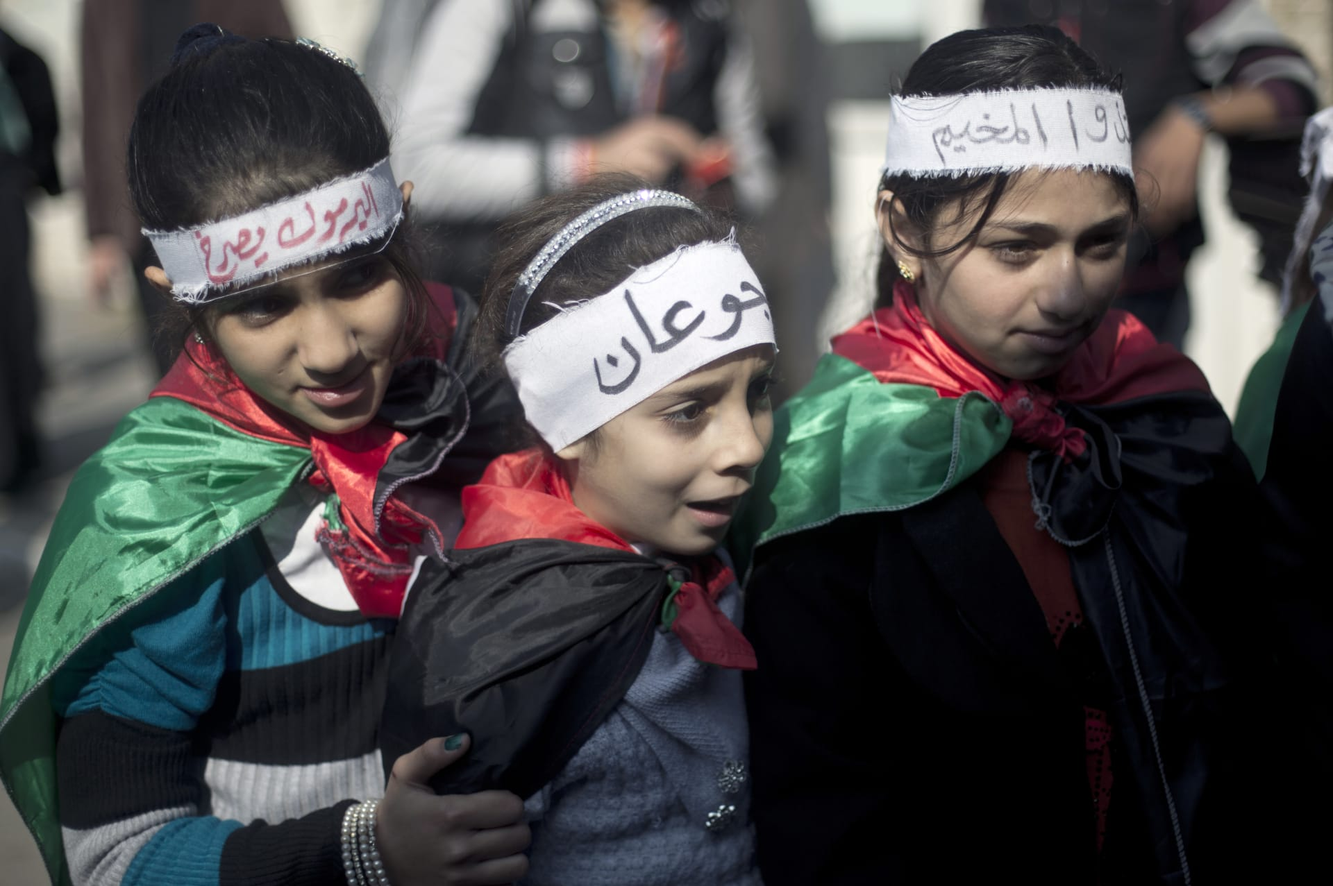 صحف: نكبة الفلسطينيين الثانية باليرموك وأزمة قمامة بتونس