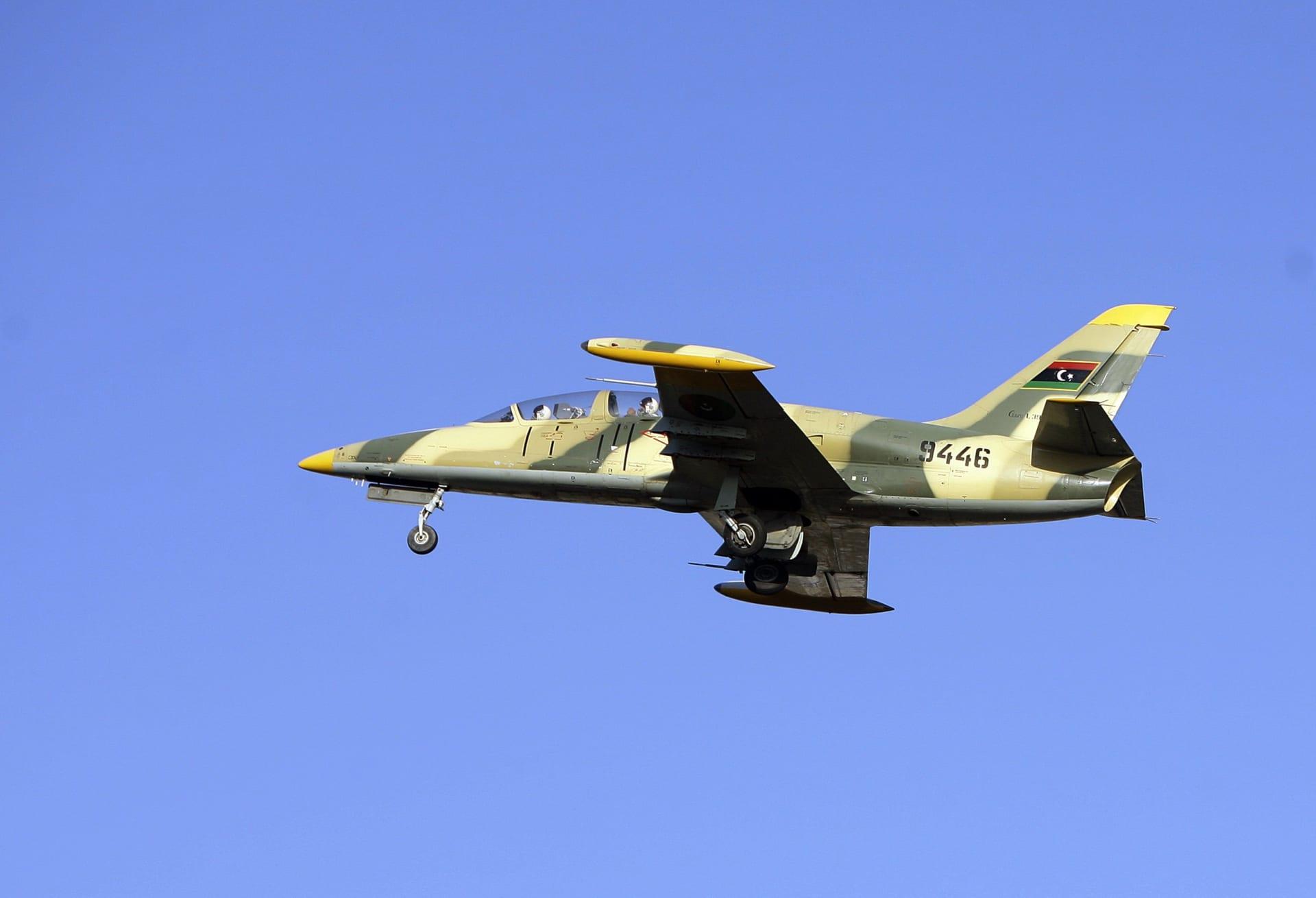 ليبيا: استنفار الجيش ومقاتلات تشتبك مع أهداف بالجنوب
