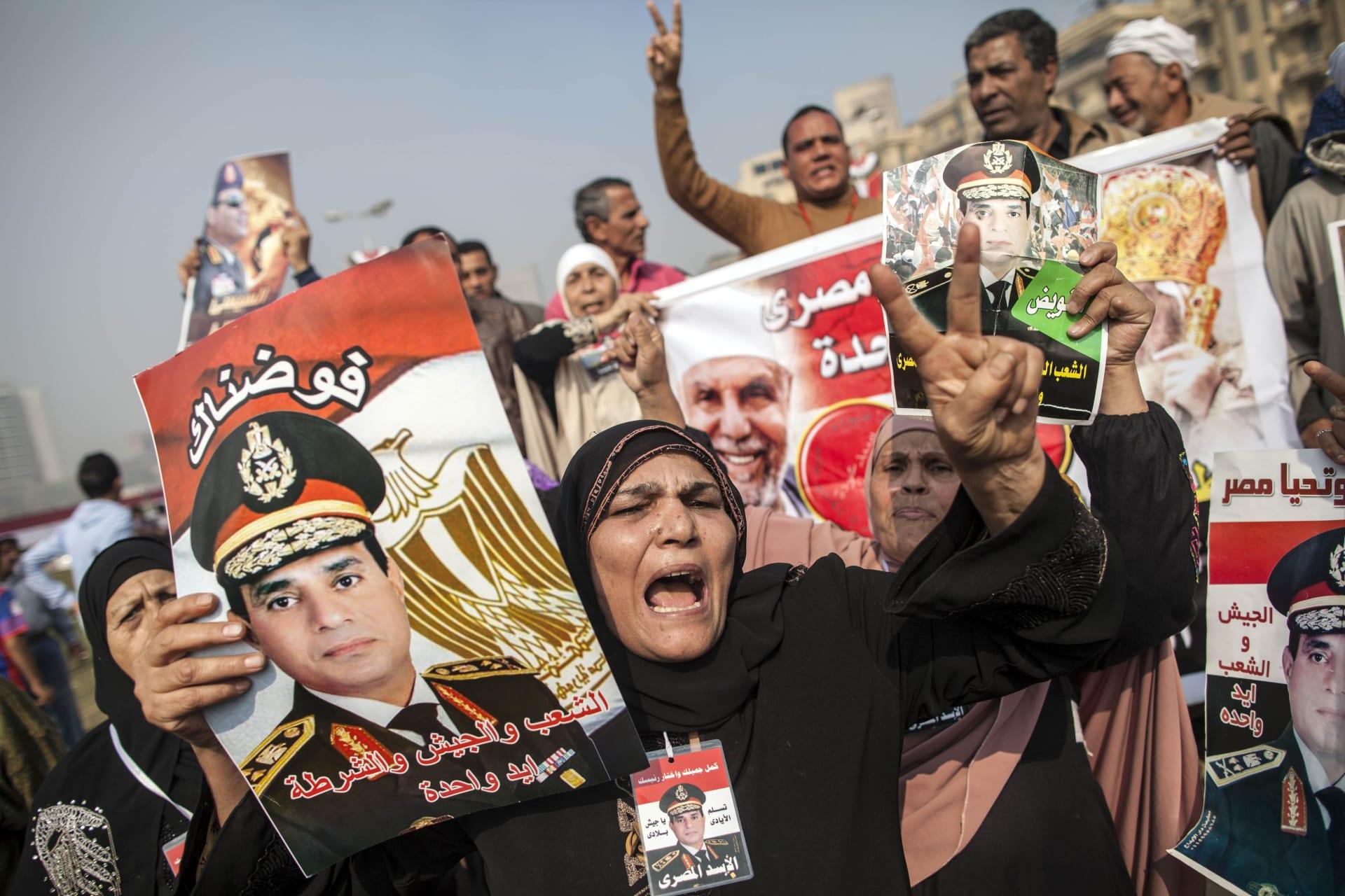 لماذا يفضل المصريون حاكماً عسكرياً؟