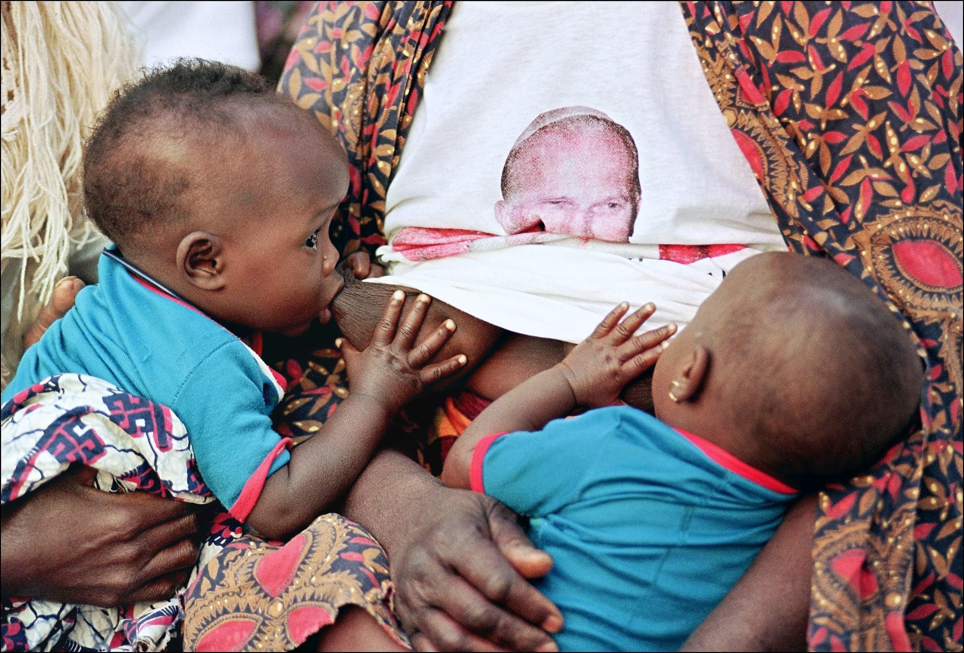 البابا فرنسيس يحض الأمهات على الرضاعة الطبيعية حتى علنا وفي الكنائس