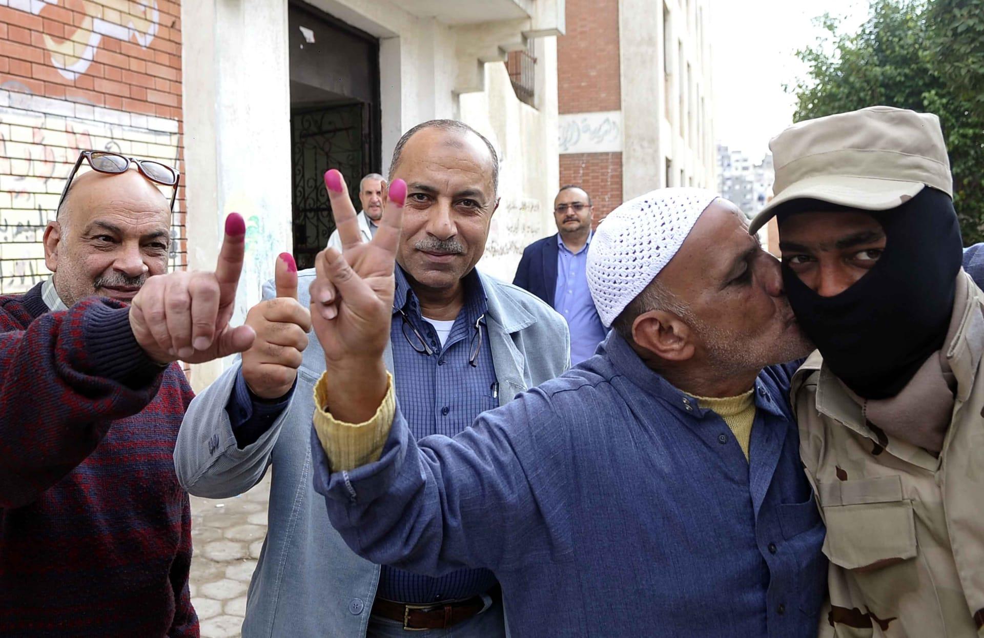 مصر: 98% صوتوا بنعم في الاستفتاء على الدستور