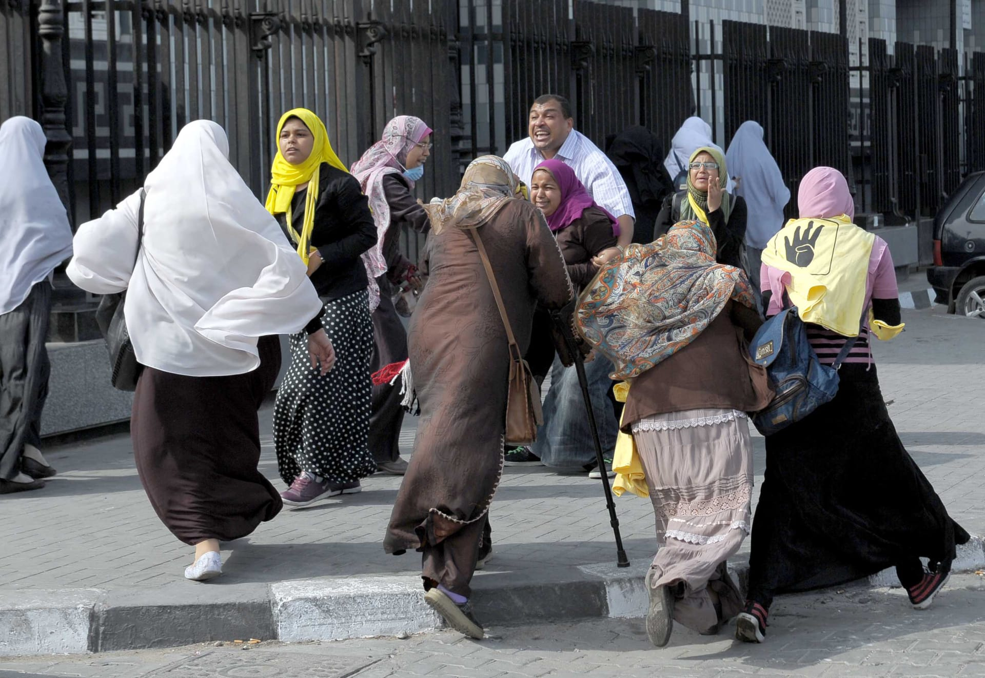 صحف: نساء الإخوان أخطر من اليهوديات وإيران تقاضي بريطانيا