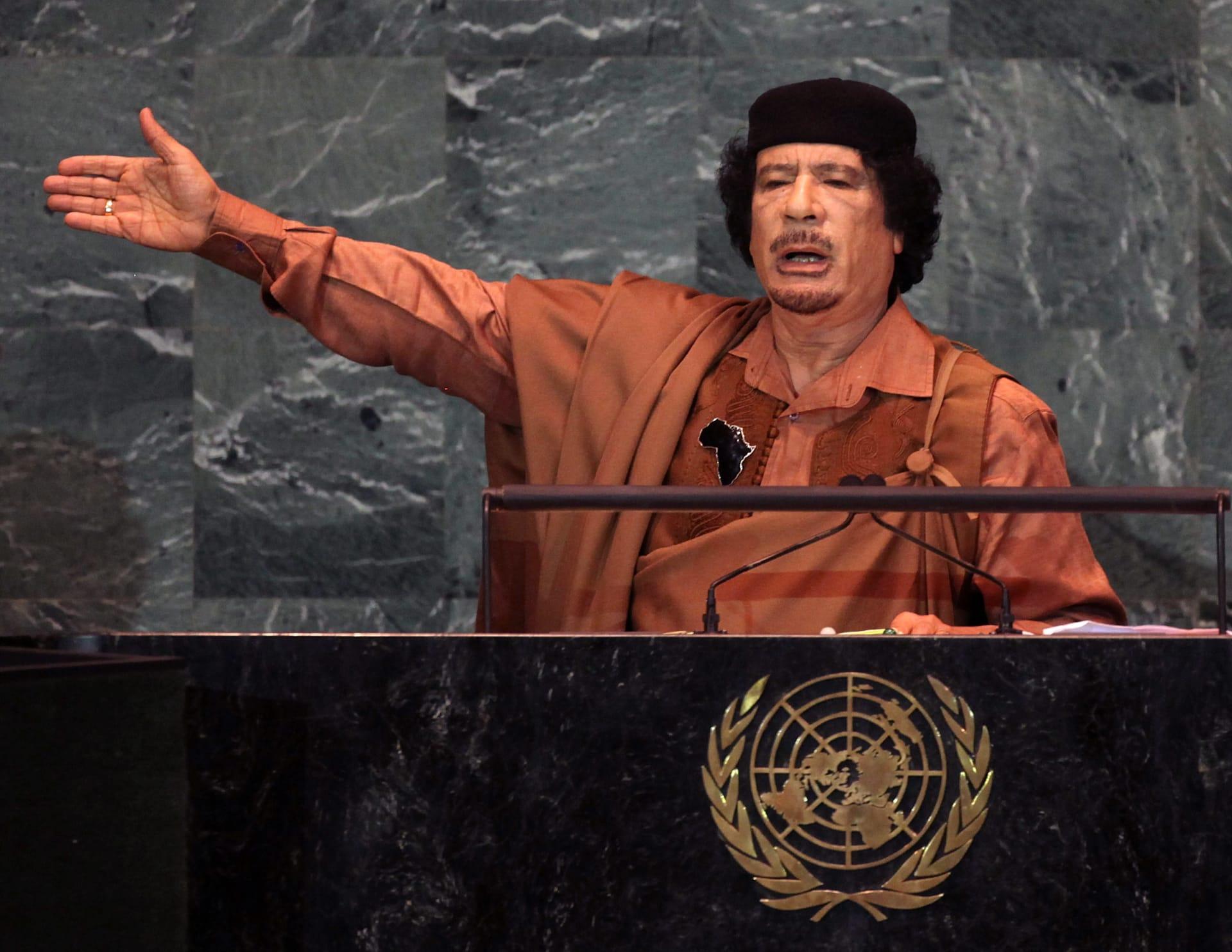 """صحف: عمليات جراحية للقذافي من دون تخدير وكتائب نسائية في """"داعش"""""""