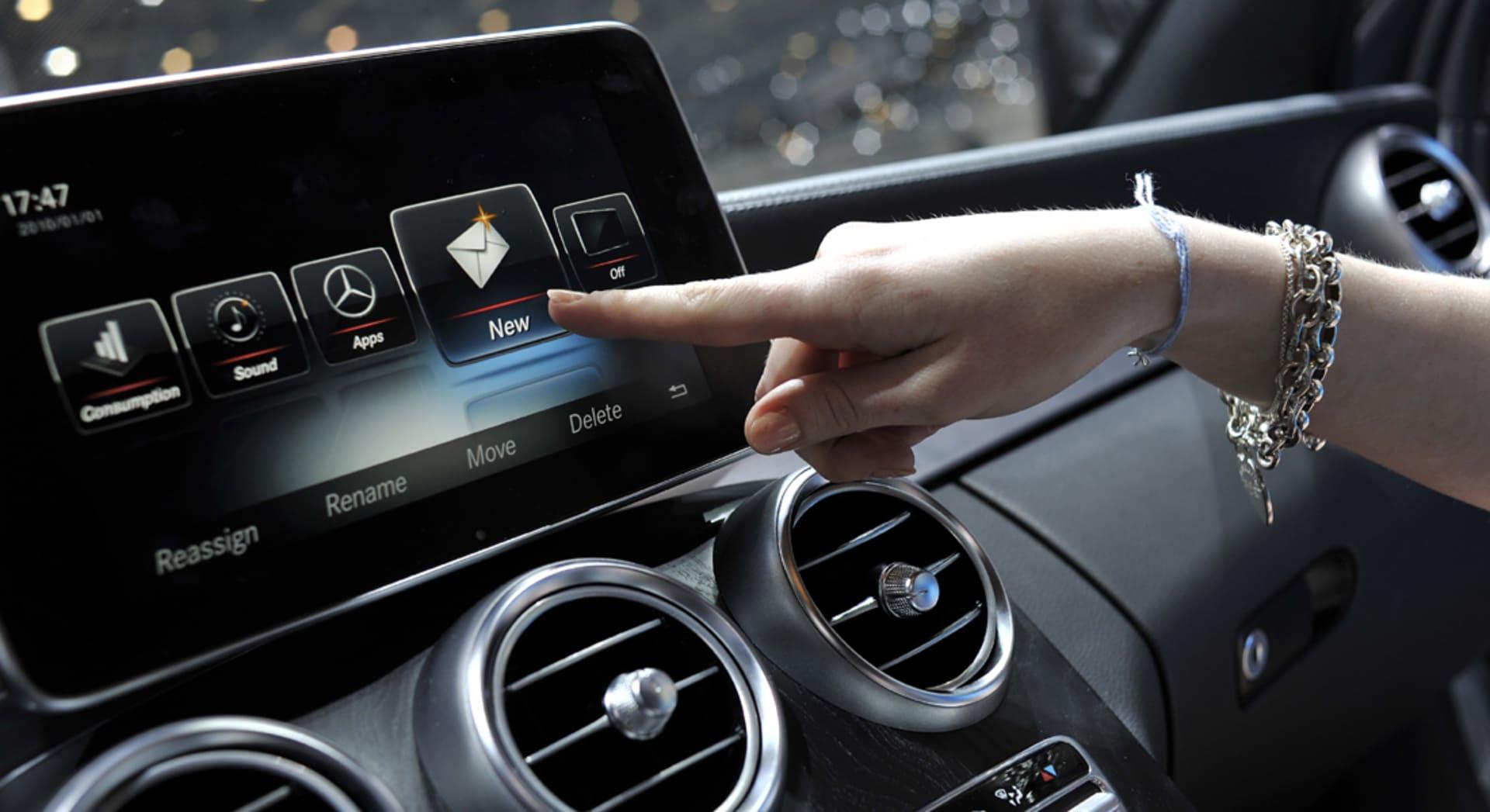 قانون يفرض تركيب كاميرا خلفية في السيارات الأمريكية