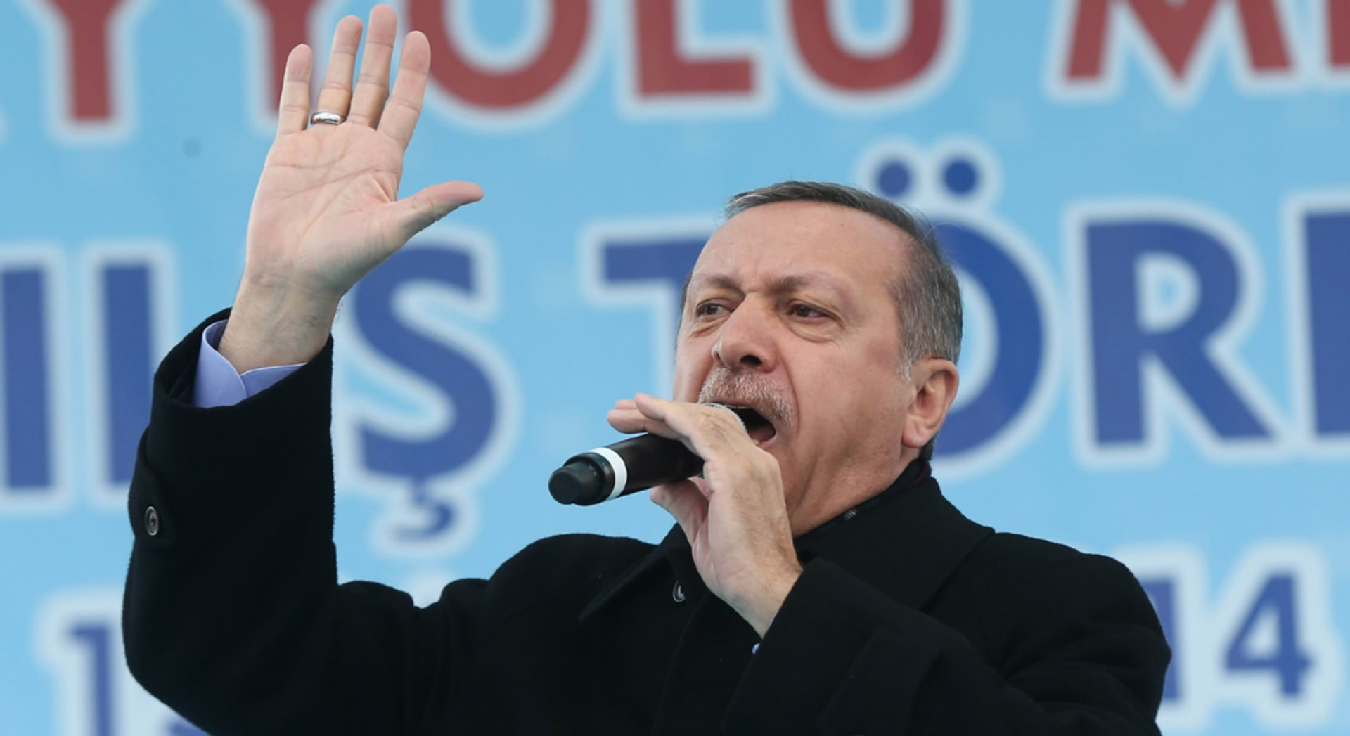 """إرباك بخدمة """"تويتر"""" بتركيا عقب تعهد رئيس الوزراء  بـ""""محوها"""""""