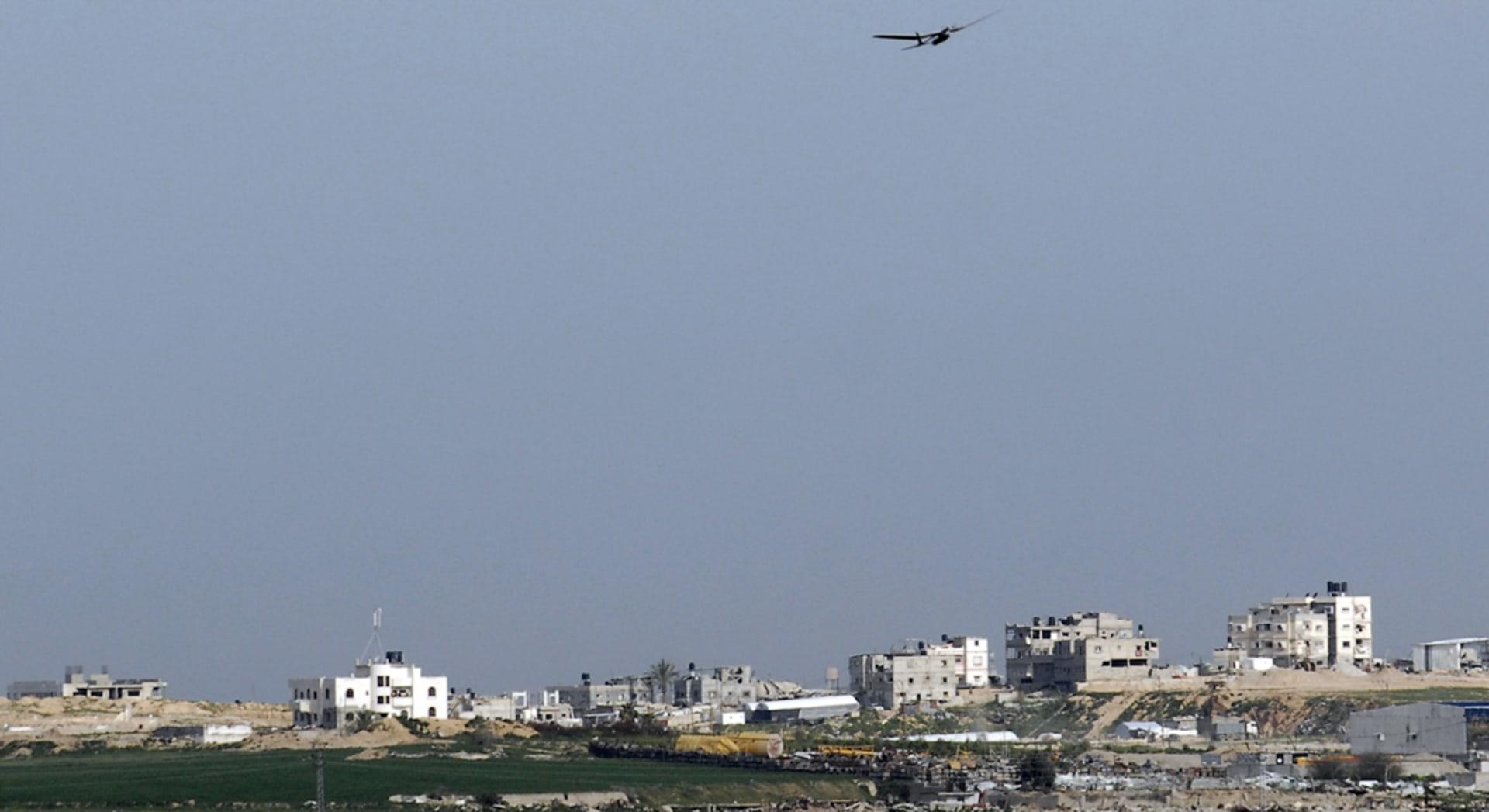 حماس: غارة إسرائيلية على دراجة نارية بغزة تصيب 7 أشخاص