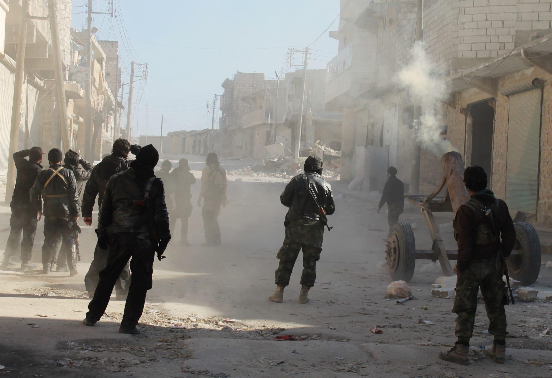 """المرصد السوري: مقتل 15 وجرح 150 من """"داعش"""" بمعارك عنيفة حول مطار الطبقة"""