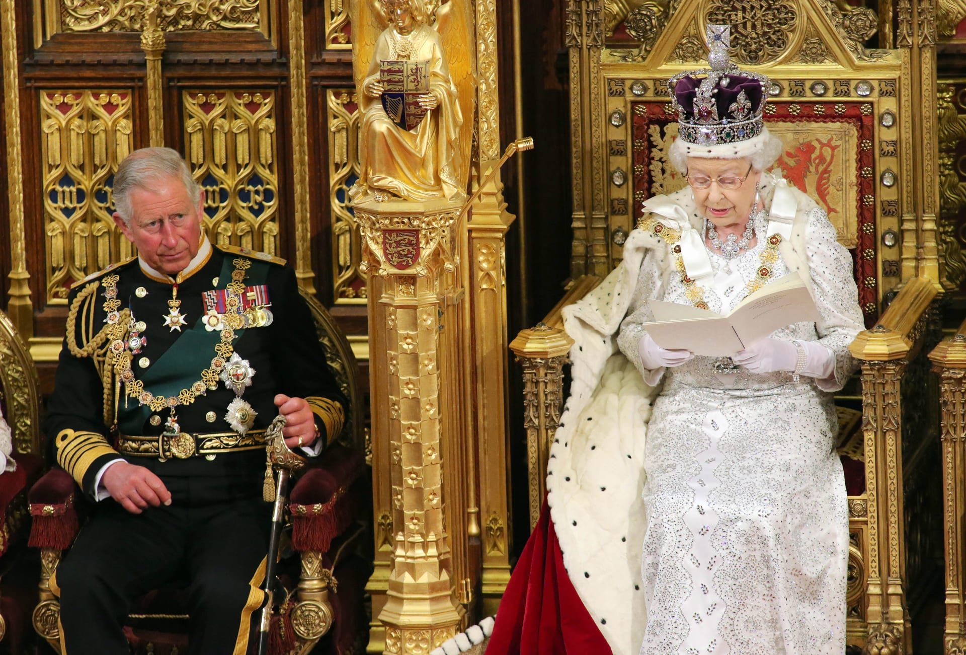 صحف العالم: الملكة اليزابيث تنقل بعض مسؤولياتها للأمير تشارلز