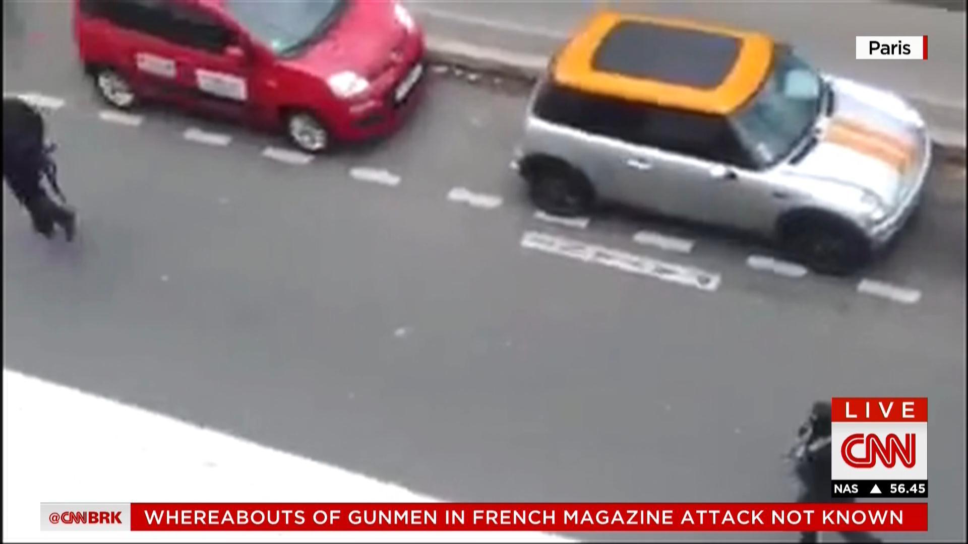 """تفاصيل هجوم باريس.. شاهد: المسلحان هتفا """"الله أكبر"""" وأنهما """"ينتقمان للرسول محمد"""" قبل قتل 10 أشخاص بغرفة اجتماعات صحيفة تشارلي إيبدو"""