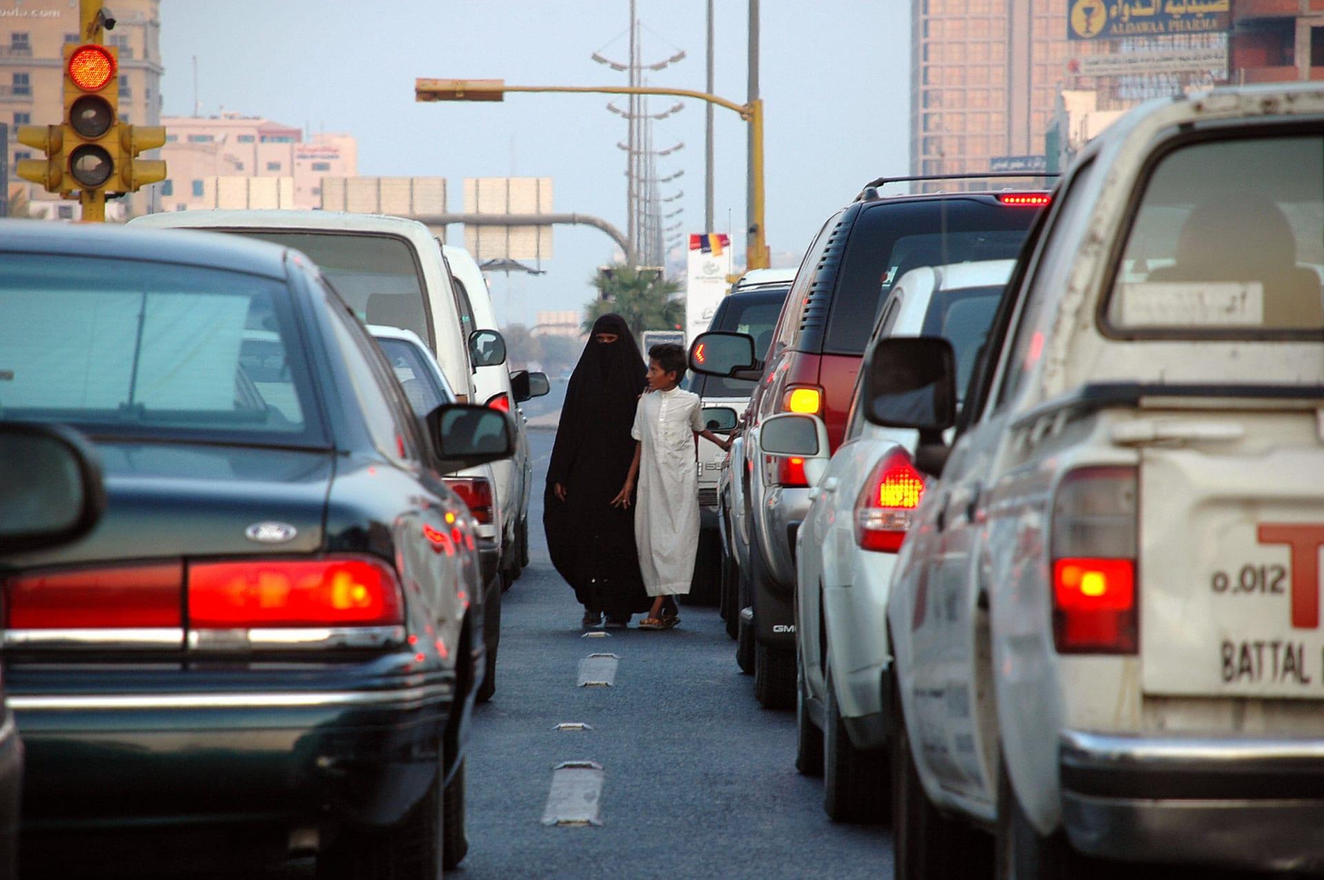 """مفتي السعودية يحدد شروط قبول أموال الضمان والقره داغي يفتي بقبول تبرع """"البنوك الربوية"""" بغير المصاحف والمساجد"""