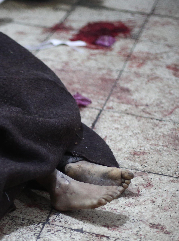تقرير يتهم نظام الأسد بممارسات تشبه أفعال داعش: القوات السورية قتلت 82 شخصا حرقا وأضرمت النار بـ773 جثة
