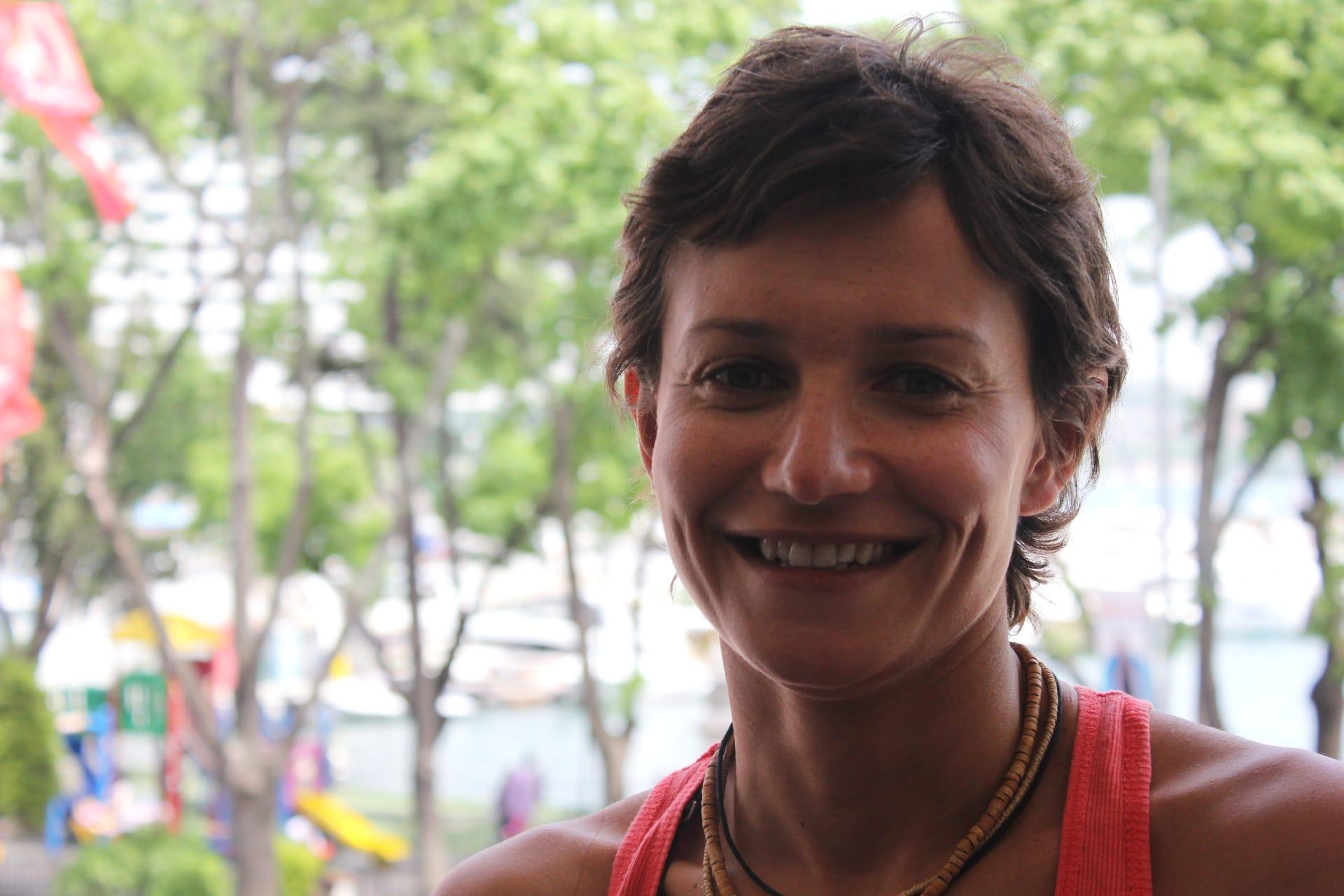 نادية بن بهتان.. مغربية قطعت 17 كيلومترًا سباحةً في 4 ساعات و 18 دقيقة