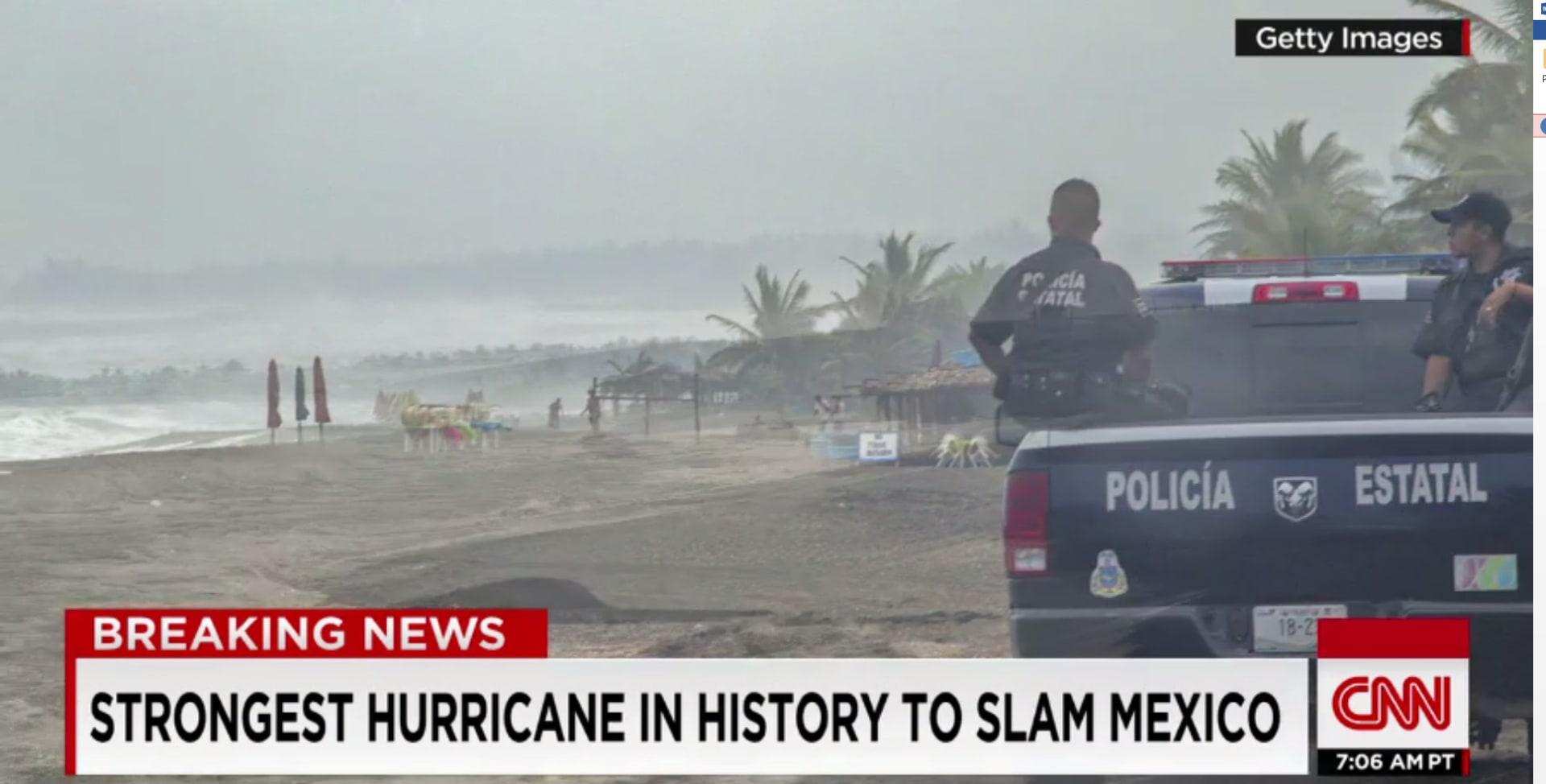 """""""أخطر عاصفة في التاريخ"""" تضرب المكسيك"""