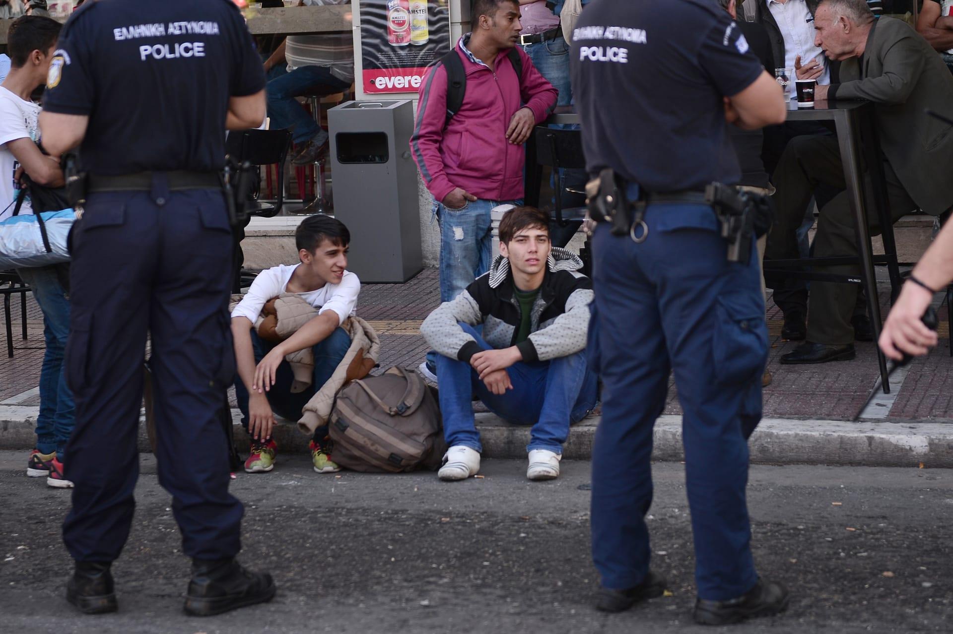 اليونان تعلن مرور صاحب الجواز السوري الذي عثر عليه في موقع هجمات باريس عبر أراضيها وفق قواعد اللجوء