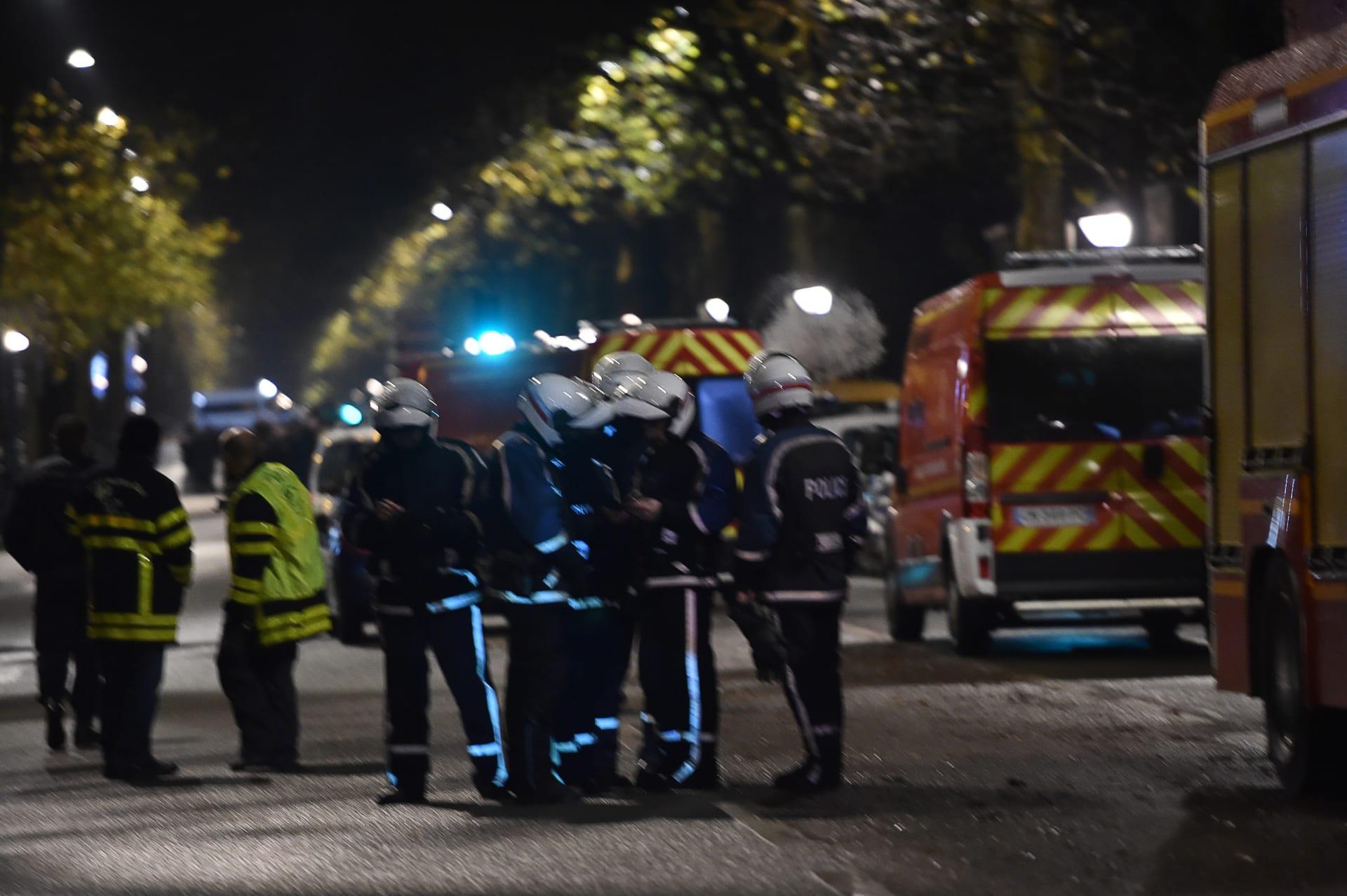 مسلح يحتجز رهائن في عملية سطو تطورت في بلدة بشمال فرنسا