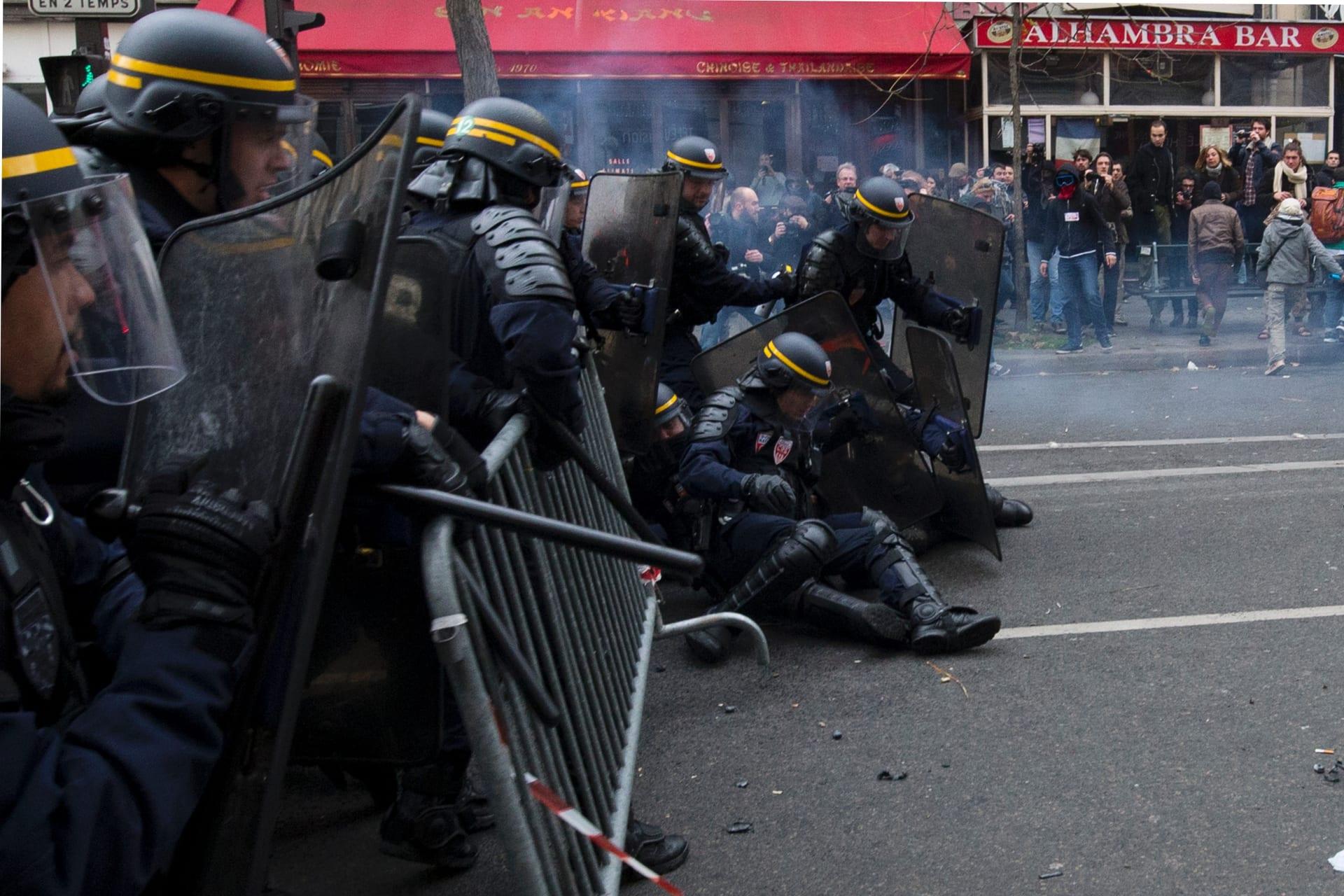 اشتباكات واعتقال العشرات باحتجاجات صاخبة عشية قمة المناخ في باريس