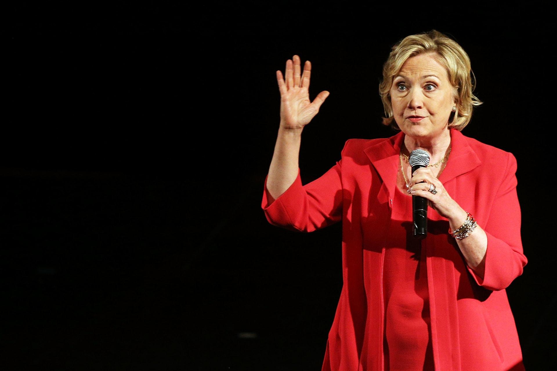 كلينتون: أنا المرشحة الوحيدة التي تستطيع هزيمة داعش.. وسأُبقي أمريكا آمنة