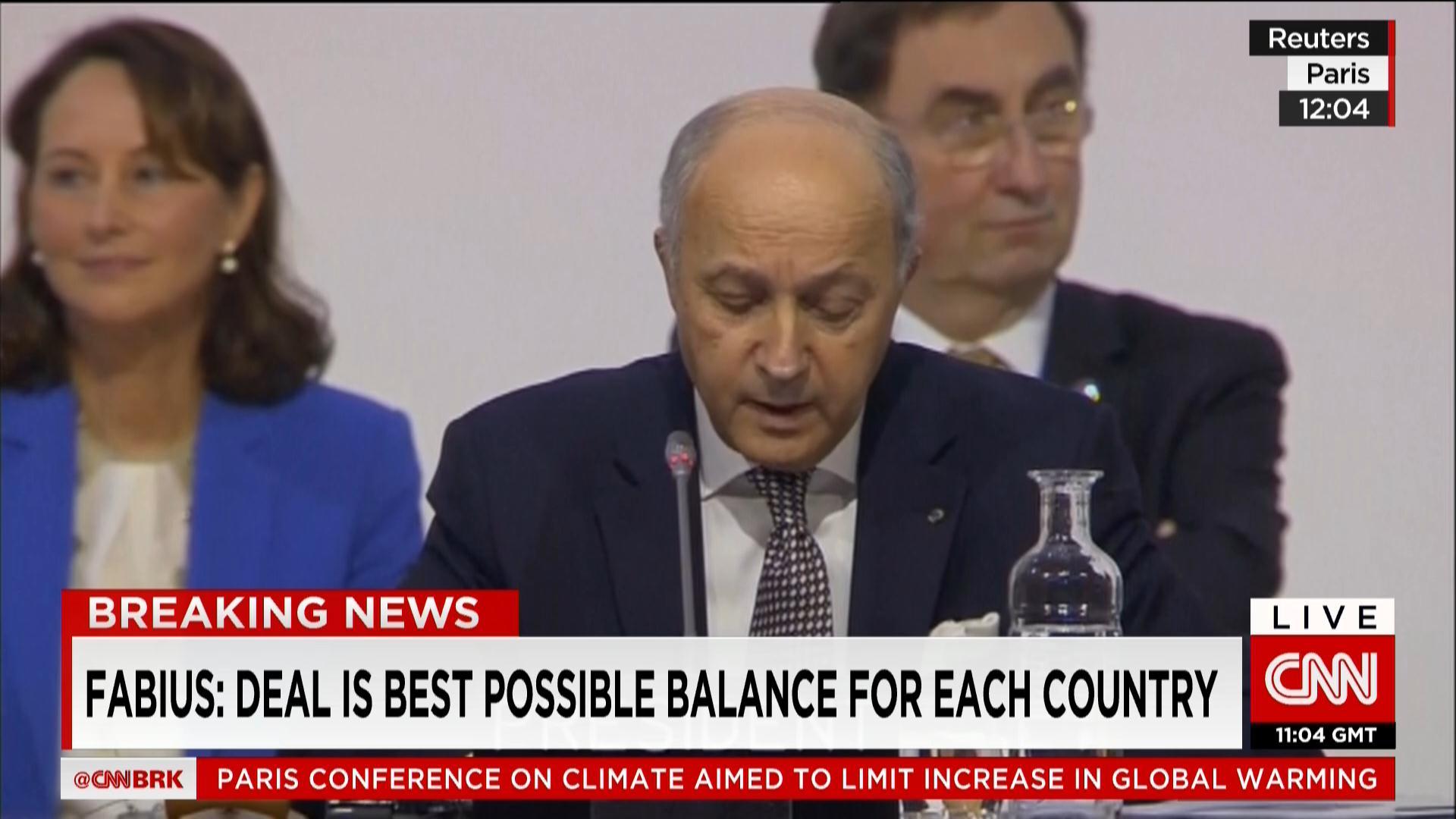 """قمة المناخ في باريس.. إعلان اتفاق مقترح """"عادل ومنصف ومستدام ومتوازن وملزم قانونيا"""""""