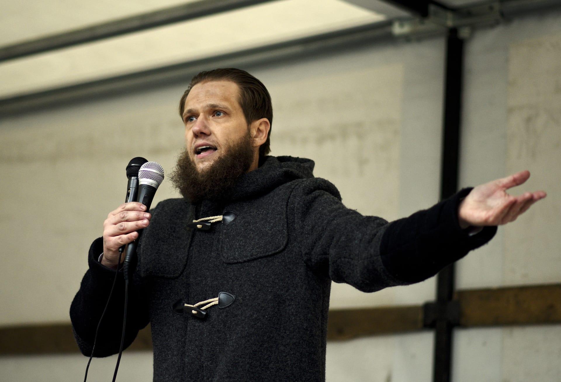 ألمانيا: اعتقال داعية إسلامي للاشتباه بدعمه تنظيما إرهابيا في سوريا
