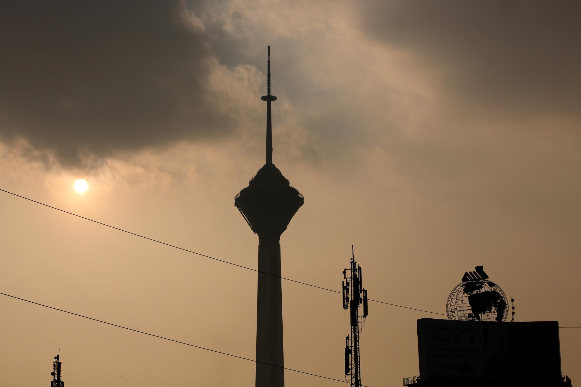 إيران.. تلوث الهواء يقتل 180 شخصاً في طهران يومياً