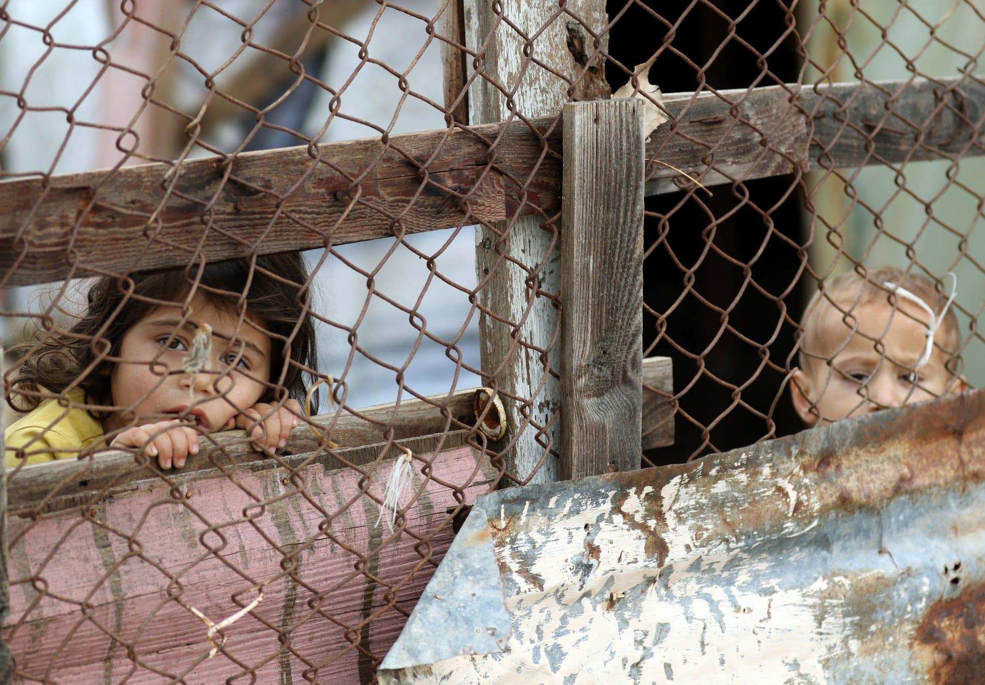 المرصد السوري: داعش يطلق سراح 270 مختطفا من دير الزور