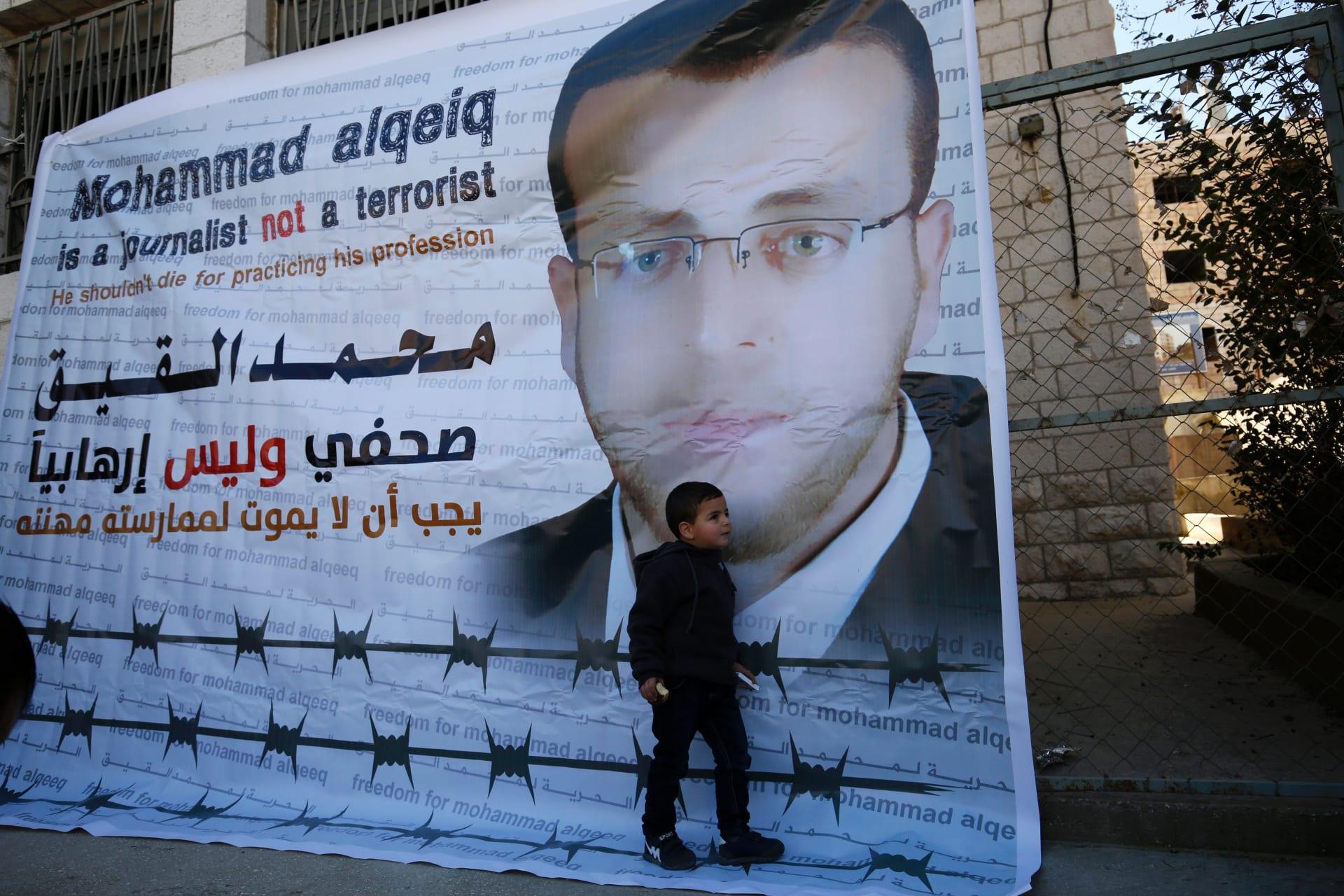 إسرائيل: تعليق اعتقال الصحفي الفلسطيني المضرب عن الطعام منذ 71 يوماً