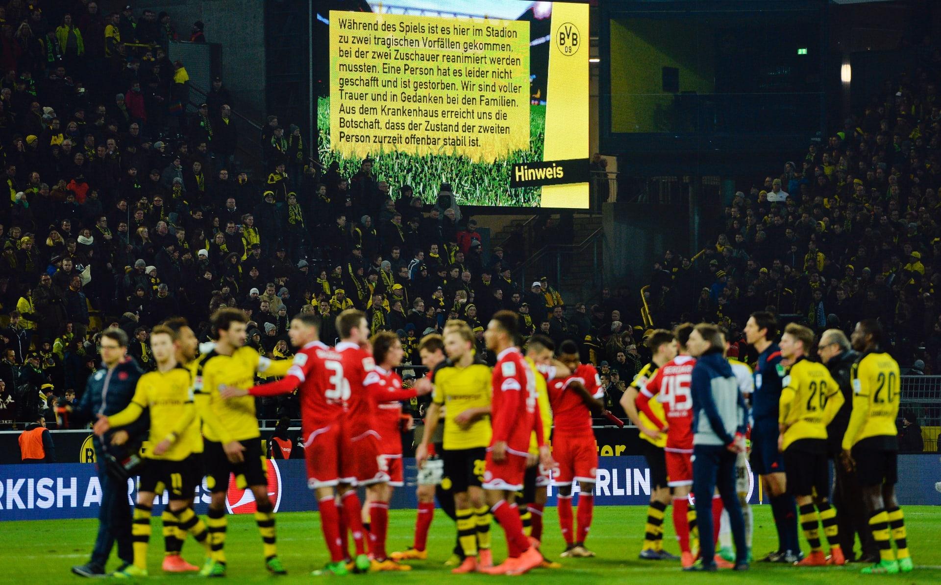 """جماهير دورتموند وماينز تغني """"لن تمشي وحدك أبدا"""" بعد وفاة مشجع في ملعب اللقاء"""