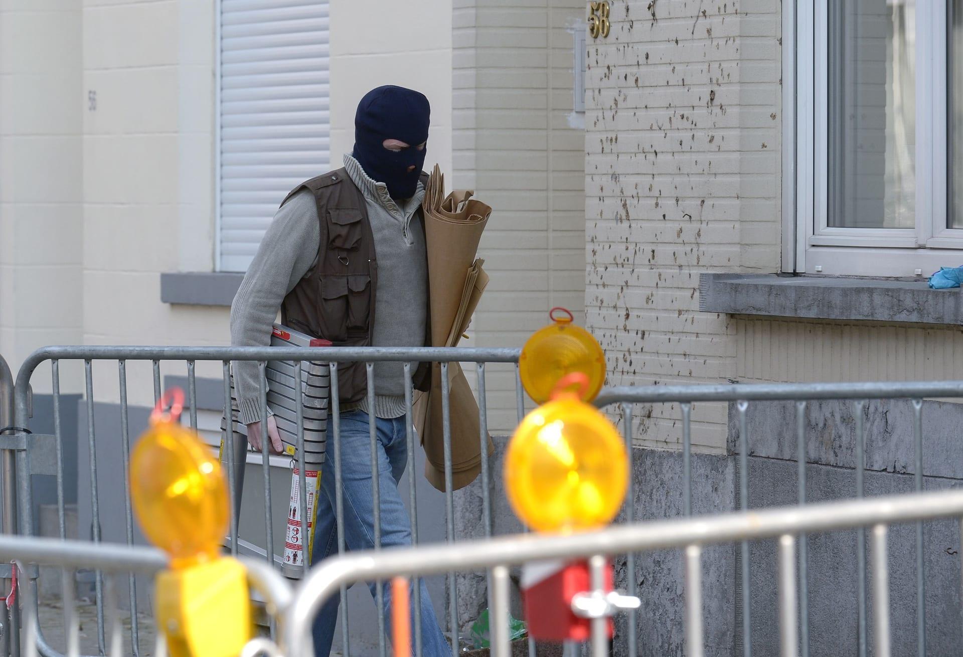 """بلجيكا: العثور على علم """"داعش"""" في مداهمة في بروكسل بعد مقتل مشتبه به جزائري إثر تبادل إطلاق النار"""