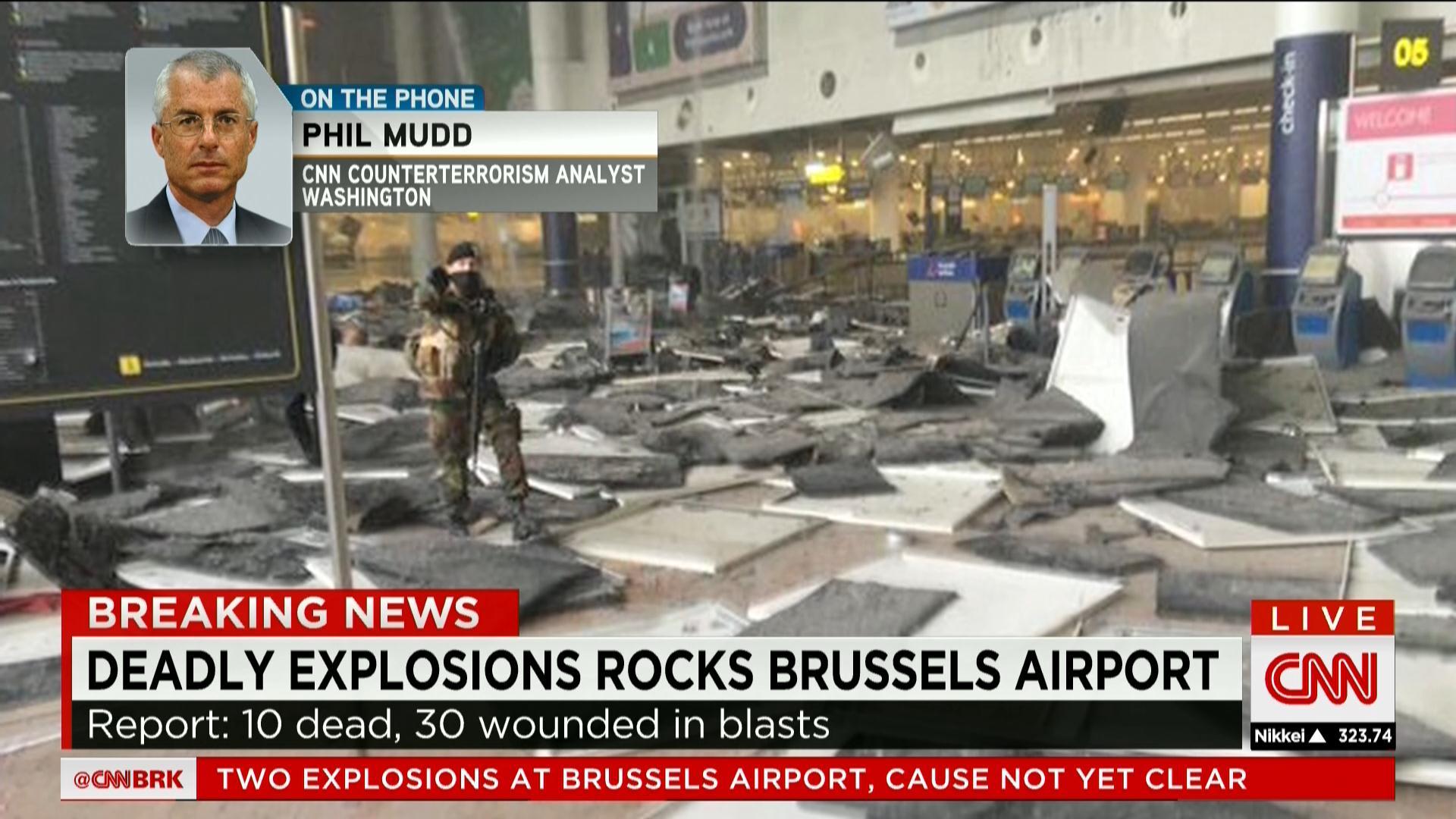 بلجيكا: تفجيران في مطار بروكسل تسببا في سقوط قتلى وجرحى.. شاهد عيان لـCNN: المصابون نقلوا على عربات الأمتعة
