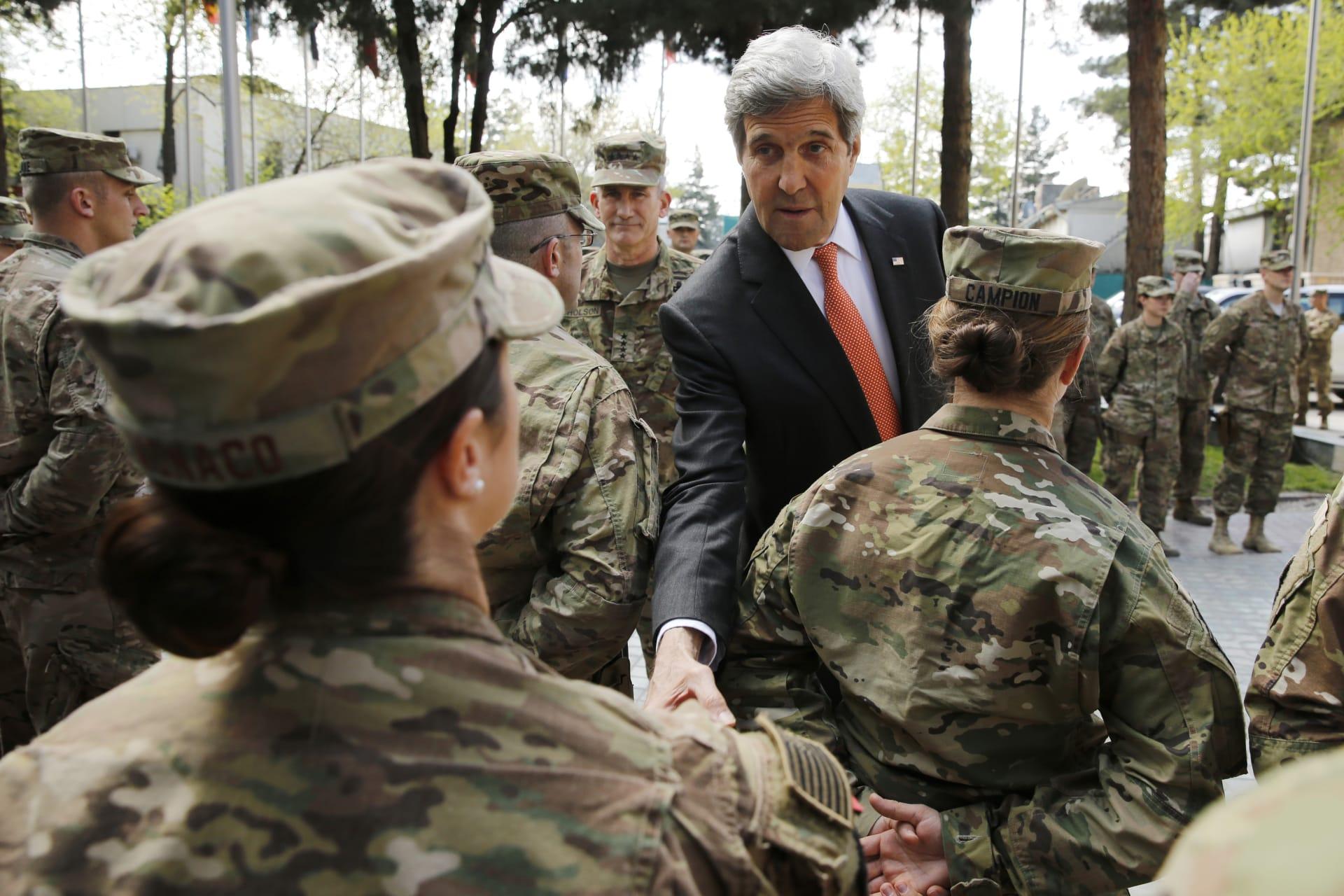 """""""حركة طالبان"""" تعلن مسؤولية الهجمات الصاروخية خلال زيارة كيري لأفغانستان"""