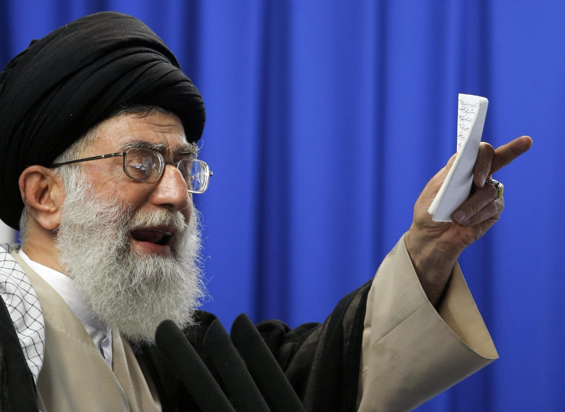 خامنئي: أمريكا تدعم داعش في العراق.. وإيران تشعر بالأخوّة تجاه الدول الإسلامية