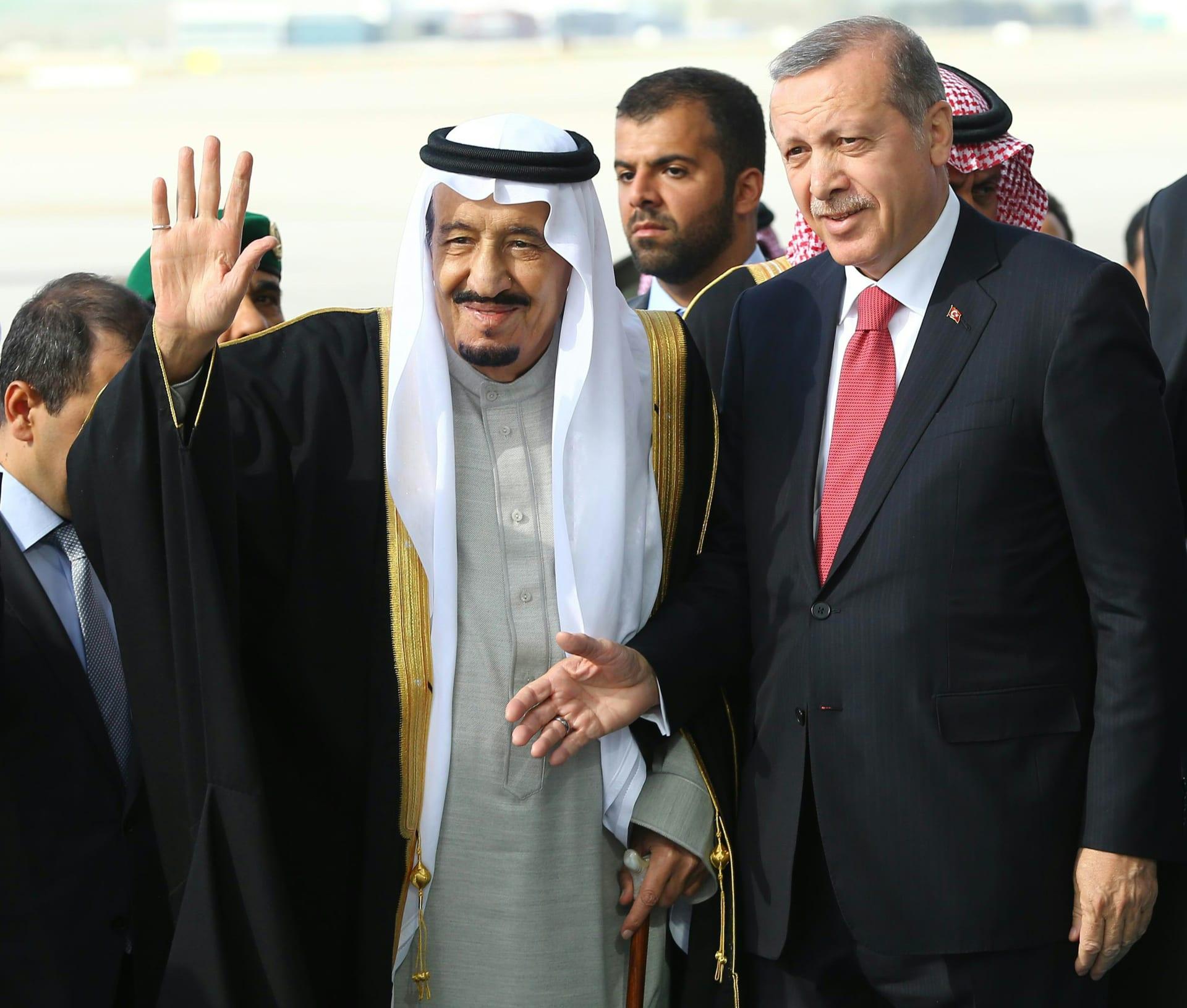 أردوغان يمنح العاهل السعودي وسام الجمهورية التركية: سياسة الملك سلمان صمام الأمان للمنطقة