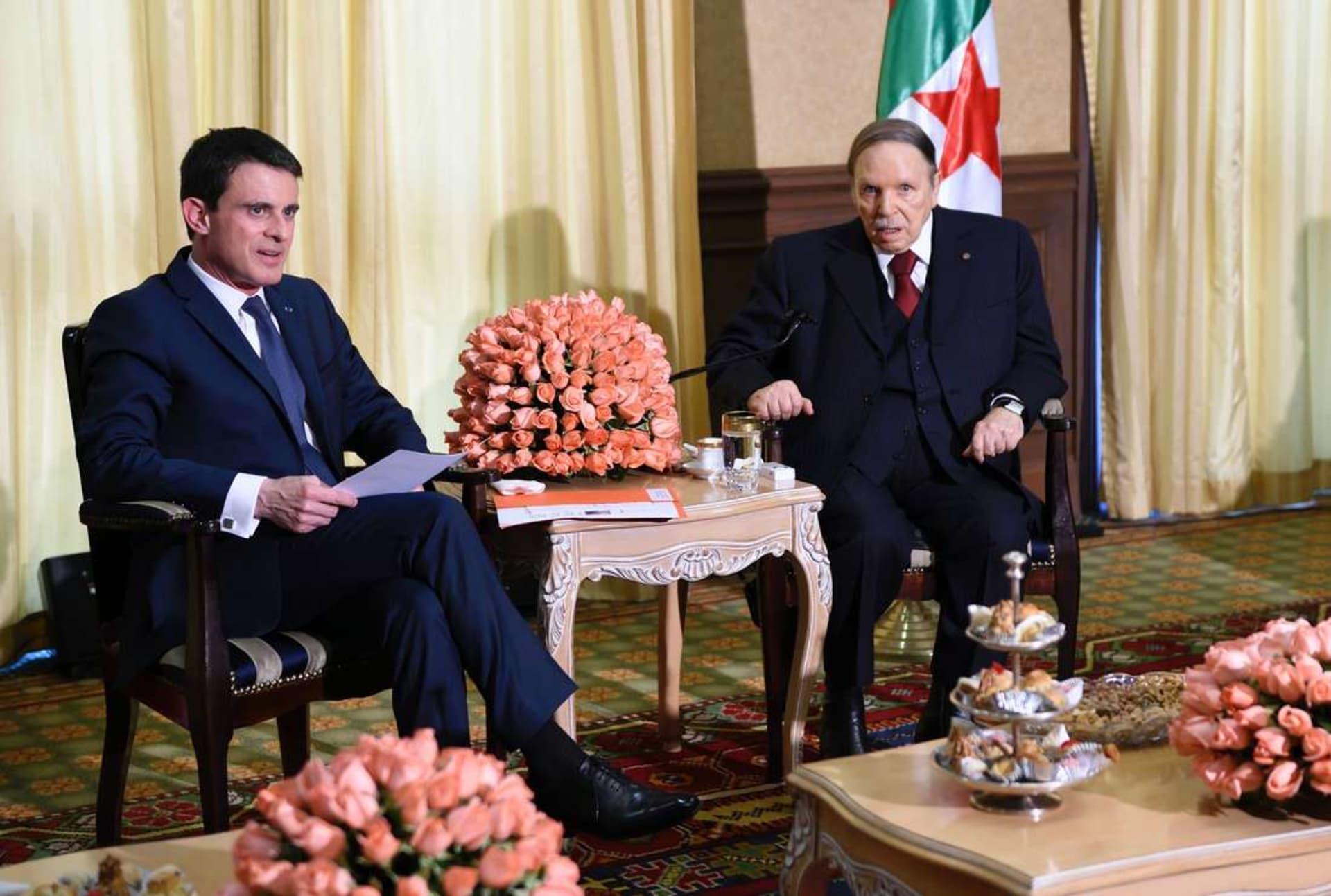 أصوات جزائرية تتهم فالس بالإساءة لبوتفليقة إثر نشر صورته مريضًا