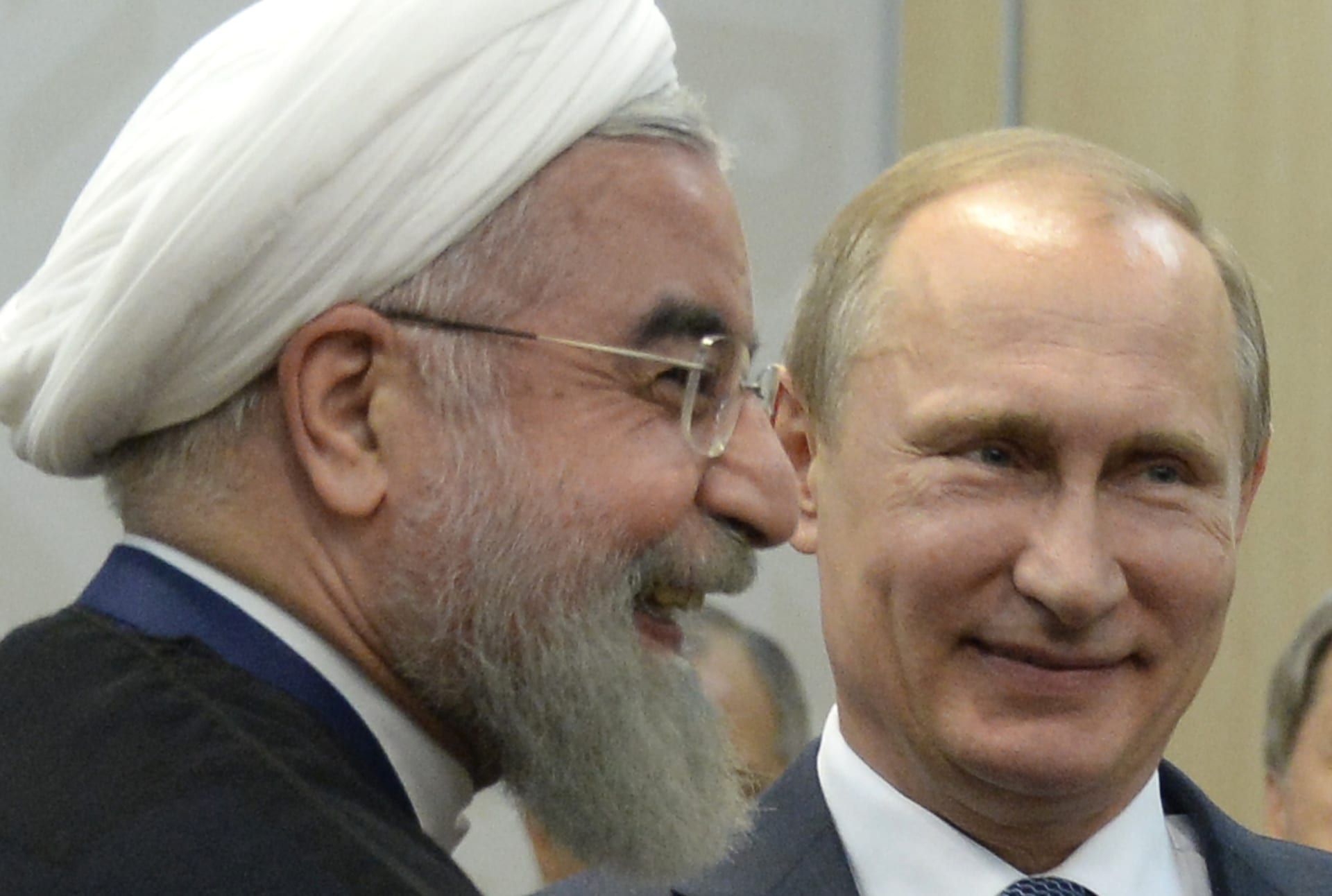 """موسكو تعتبر طهران """"الشريك المقرّب والموثوق"""" بالمنطقة.. هل تخطت العلاقة رغبة الأخيرة بسلاح الأولى؟"""