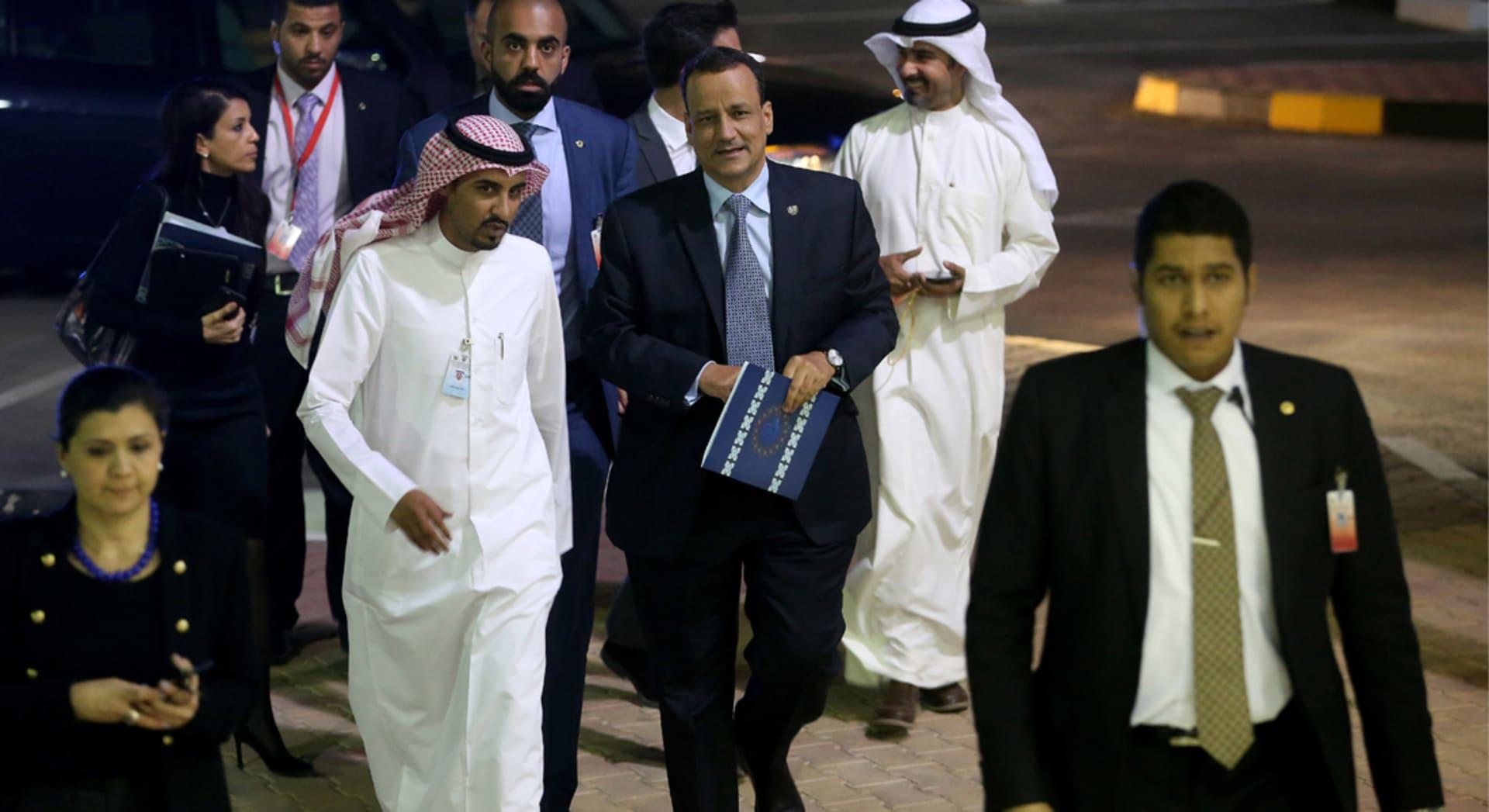 الحوثيون: تسلمنا من السعودية 40 شخصا بينهم 20 أسيرا.. والمبعوث الأممي: الجماعة سلمت تصورها