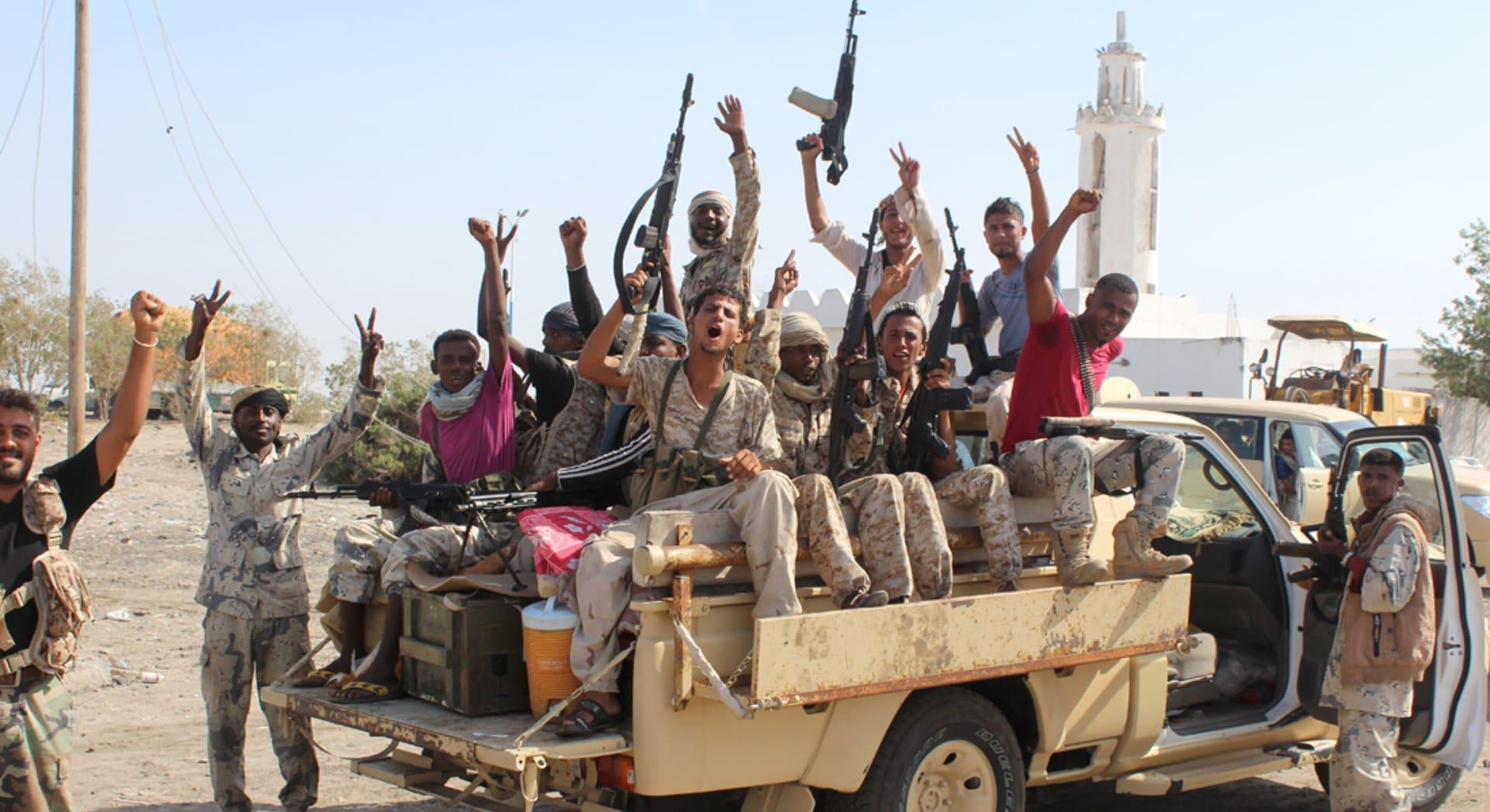 بعد عام من الهدنة.. هل بدأت الحرب المنتظرة بين تنظيم القاعدة اليمنيّ وقوّات التحالف العربيّ؟