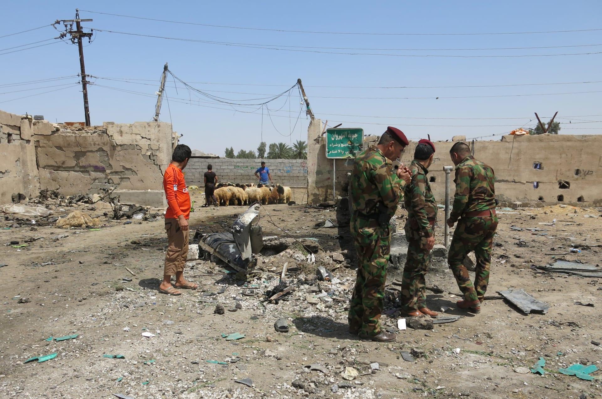 """العراق: قتلى وجرحى إثر تفجير سيارة مفخخة قرب طريق يسلكه الزوار الشيعة.. و""""داعش"""" يتبنى المسؤولية"""