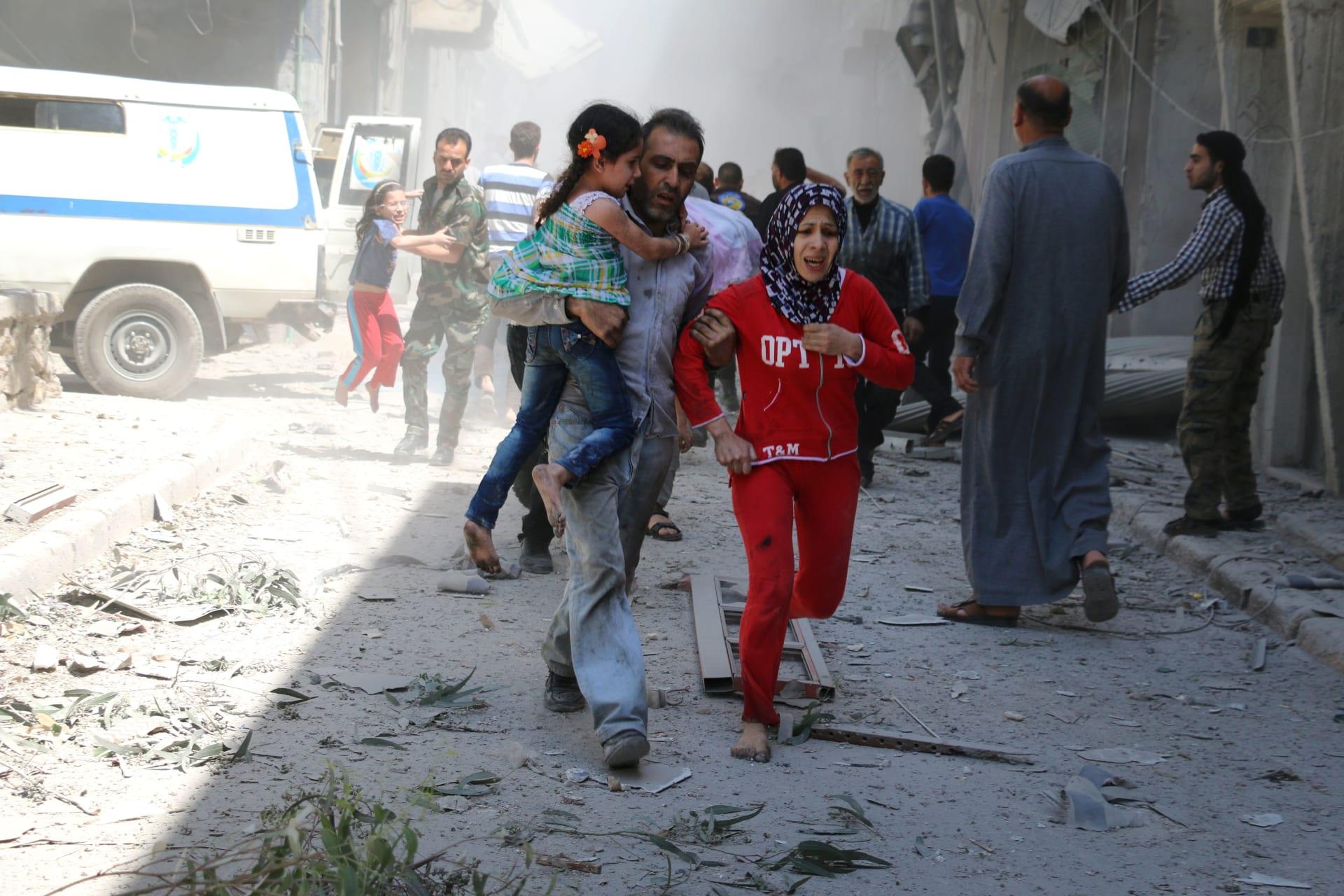 """المرصد السوري: أكثر من 90 غارة استهدفت حلب خلال 24 ساعة وأنباء عن انفجار مستودع ذخيرة لـ""""داعش"""""""