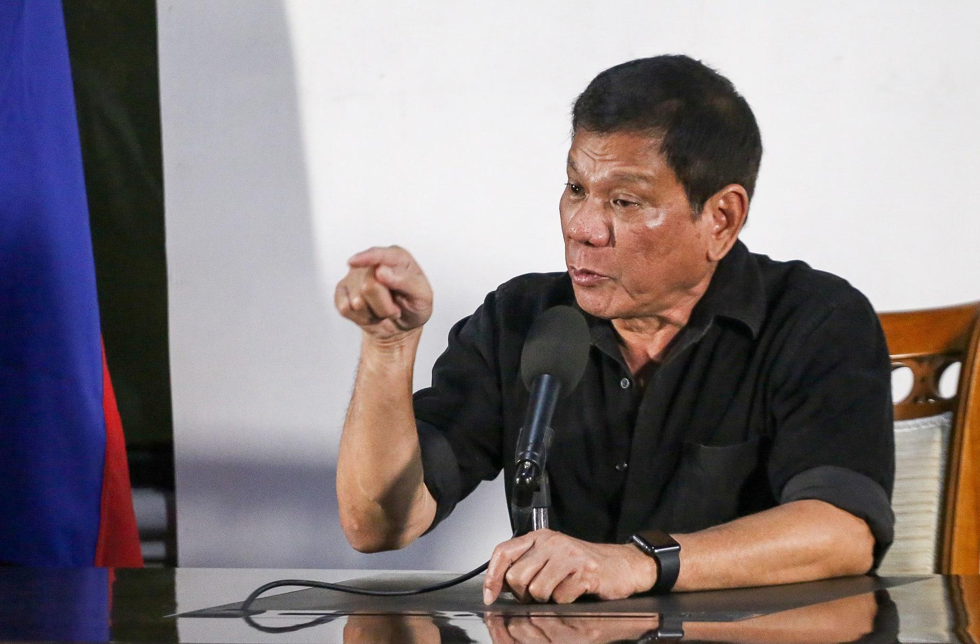 """الرئيس الفلبيني لأمريكا: """"لا تجعلونا كلابكم يا أبناء العاهرات"""""""