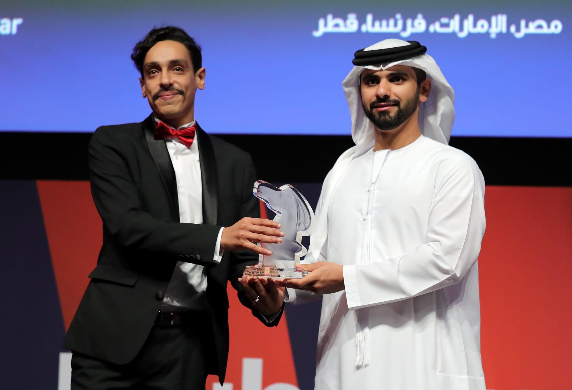 النجم المصري علي صبحي: لم أتوقع فوزي في دبي وأهدي الجائزة لكل من هو مختلف