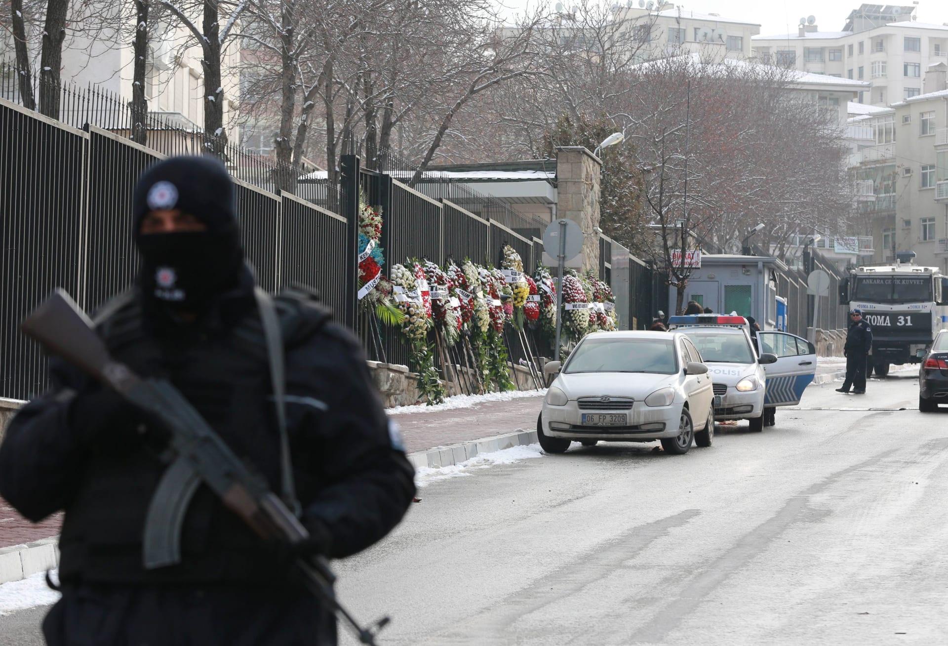 موسكو تودع جثمان سفيرها بتركيا وأردوغان يشرح لماذا لم يُعتقل القاتل حيا