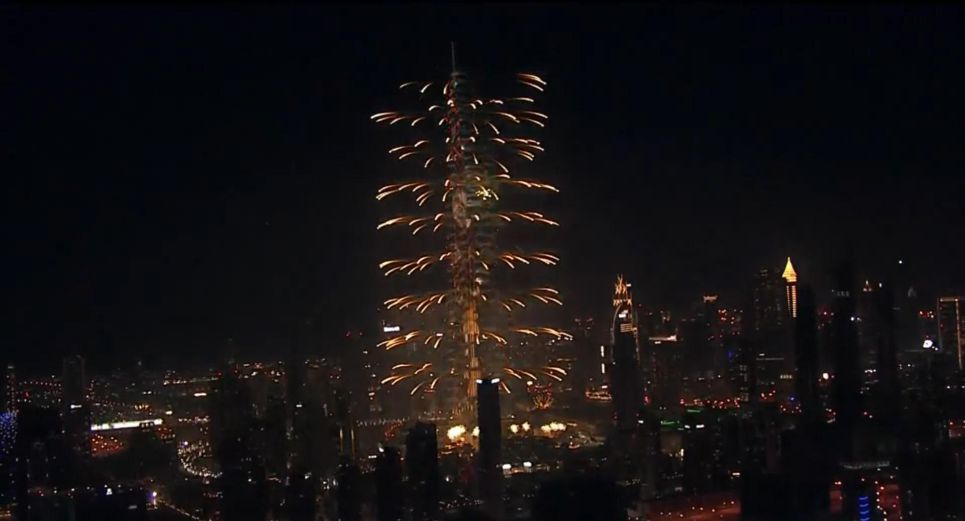 شاهد الألعاب النارية في دبي احتفالاً بـ2017 بتقنية الفاصل الزمني