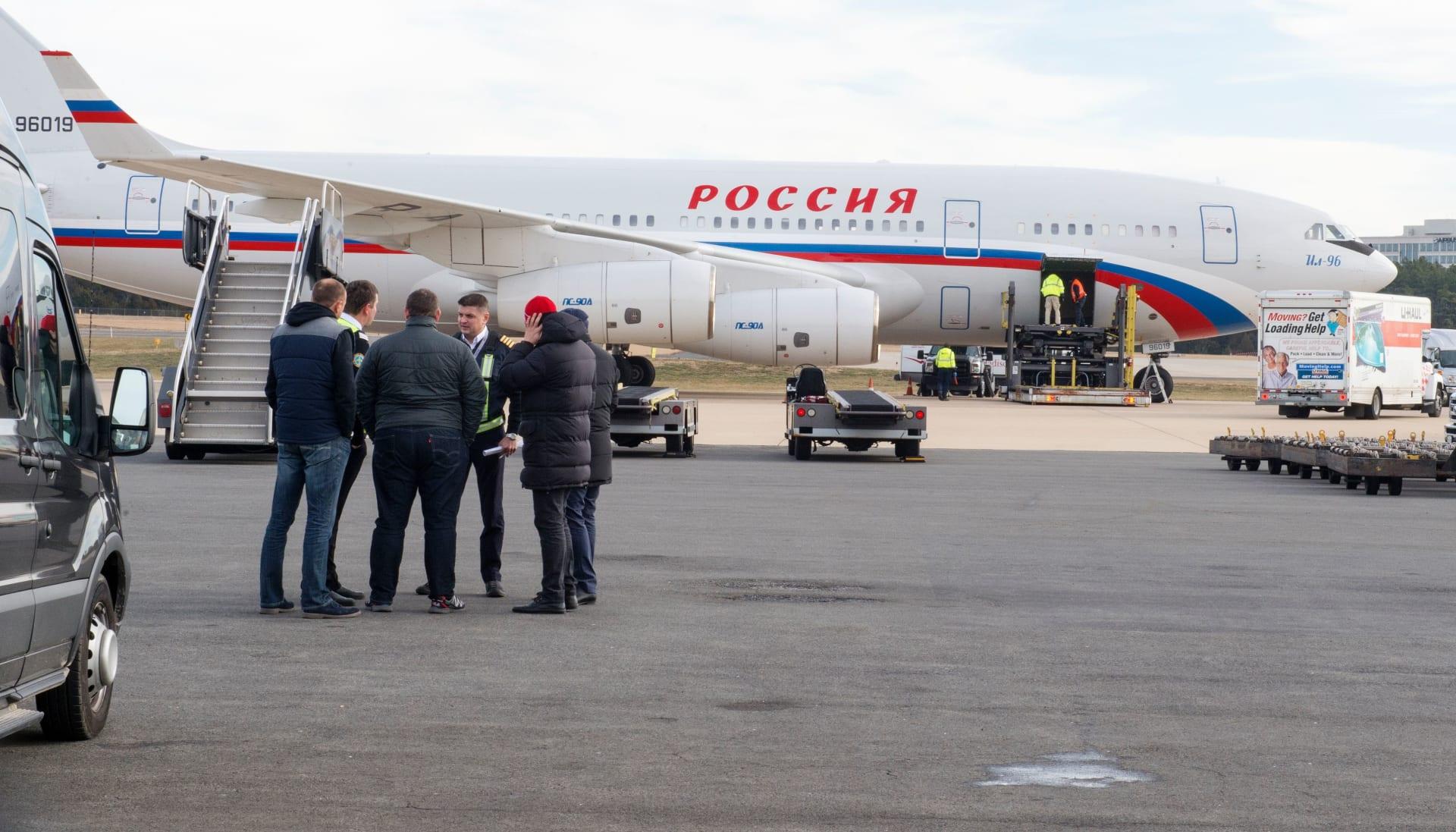 روسيا: إقلاع طائرة الدبلوماسيين المطرودين من واشنطن