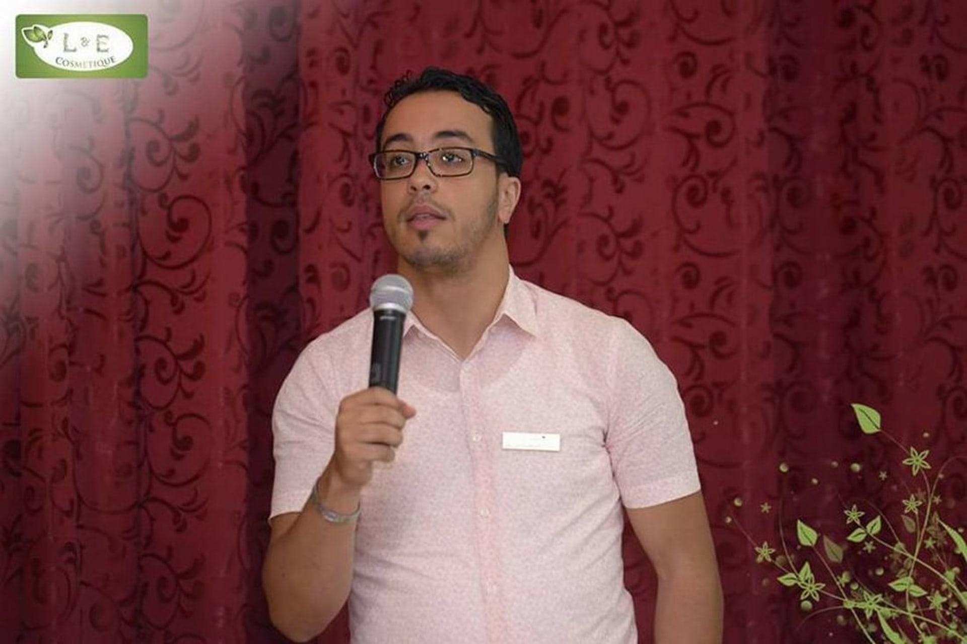 """موزعون من الشركة المغربية '""""لورن أند أورن"""" يطالبون بالإفراج عن مؤسسها"""