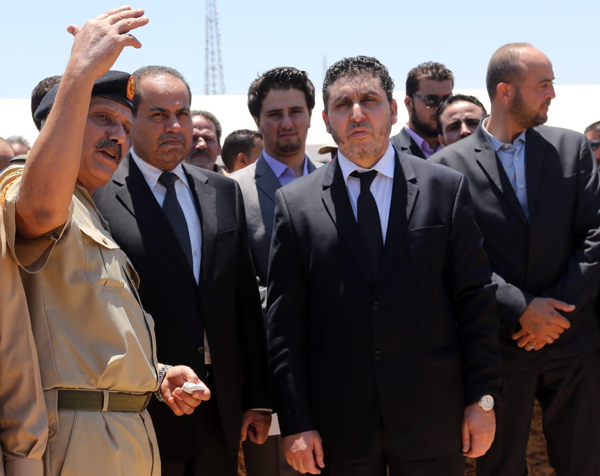 حكومة الغويل الليبية تسيطر على مقرات وزارية في طرابلس