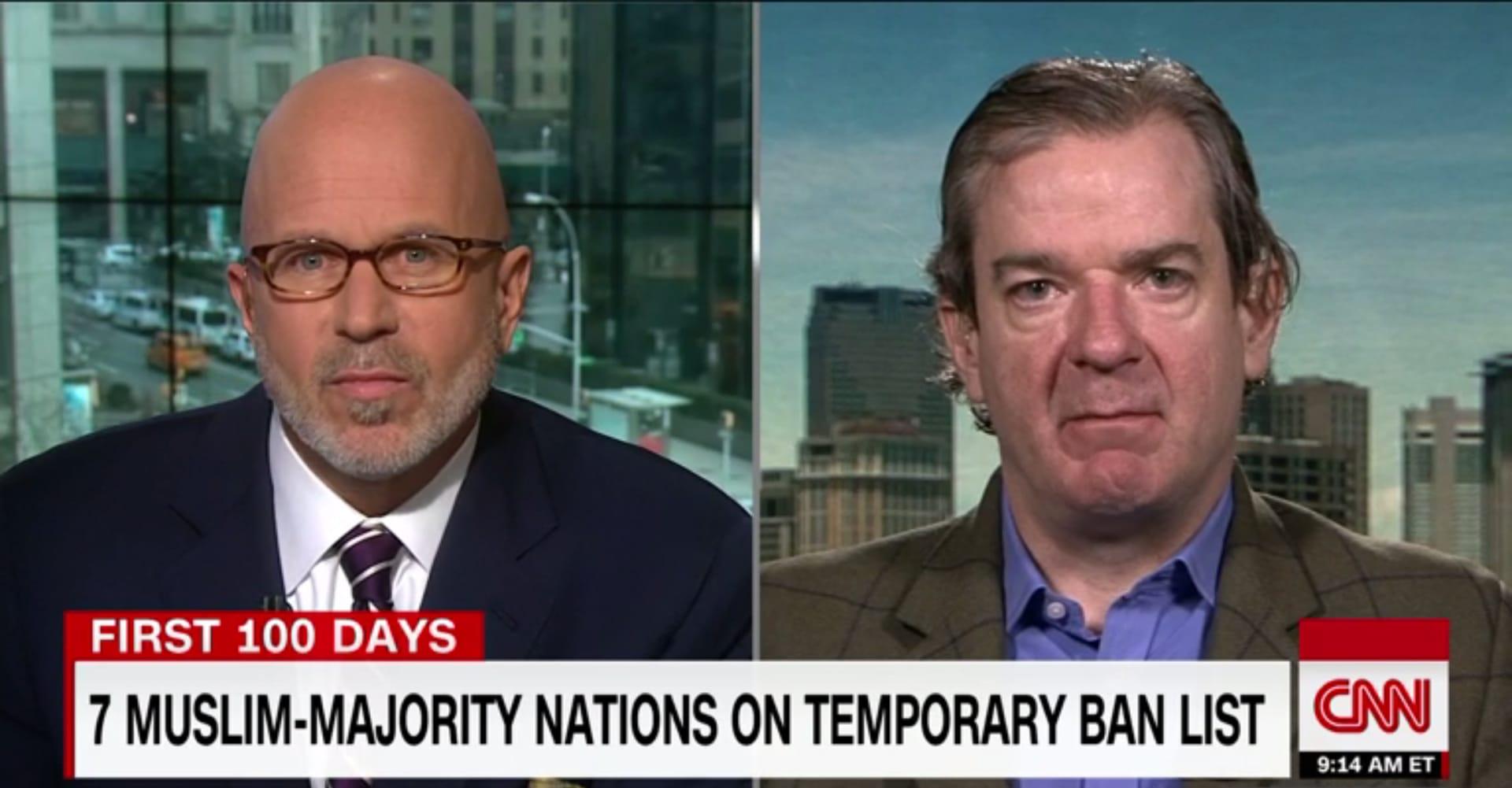 """بيتر بيرغن يعلق لـCNN على """"حظر ترامب"""": لن يحاول أي إرهابي """"عاقل"""" من داعش التسلل لأمريكا كلاجئ سوري"""